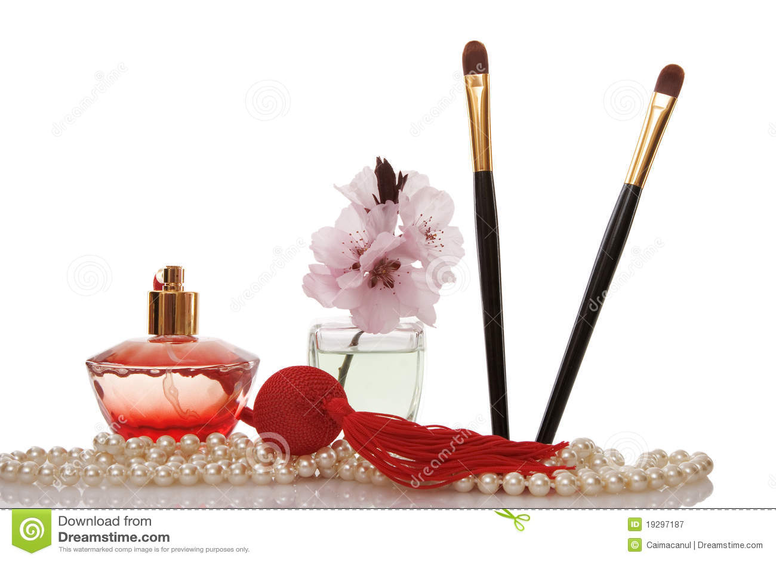 De parels van parels, parfum, twee schoonheidsmiddelenborstel