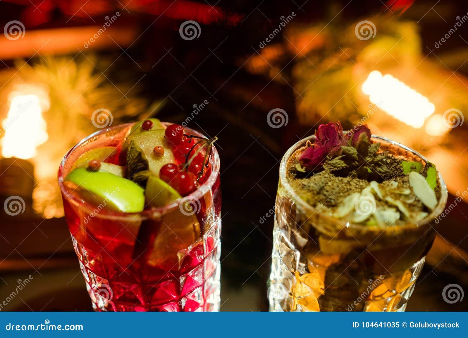 Download De Partij Drinkt Feestelijk Drankconcept Stock Afbeelding - Afbeelding bestaande uit pret, gathering: 104641035