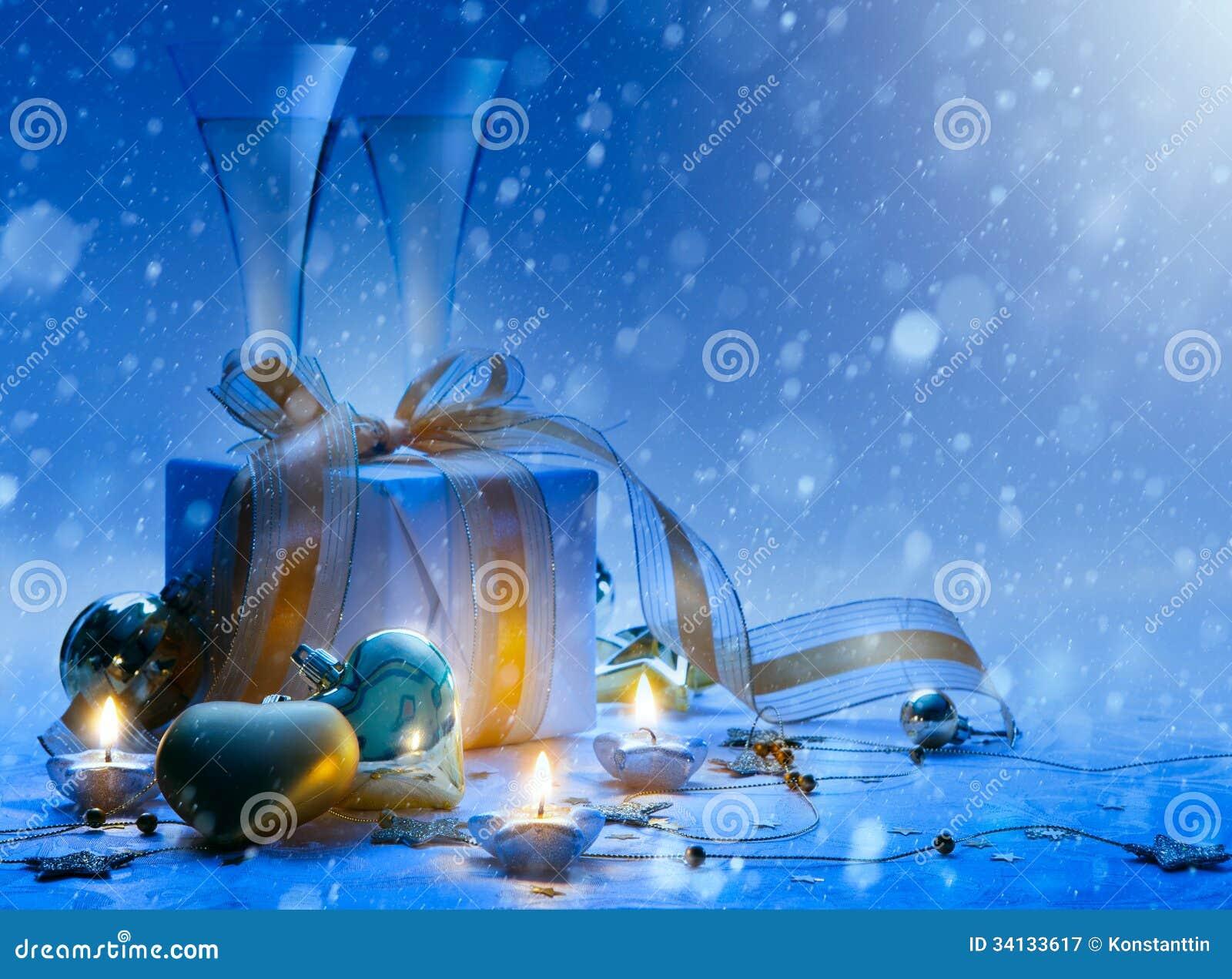 De partijchampagne en gift van Art Christmas en van het Nieuwjaar