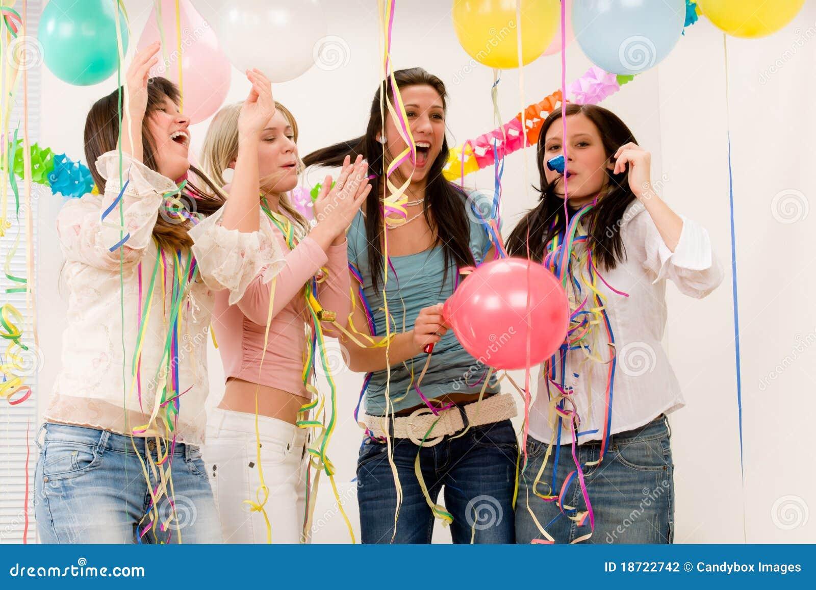 De partijviering van de verjaardag - vrouw vier