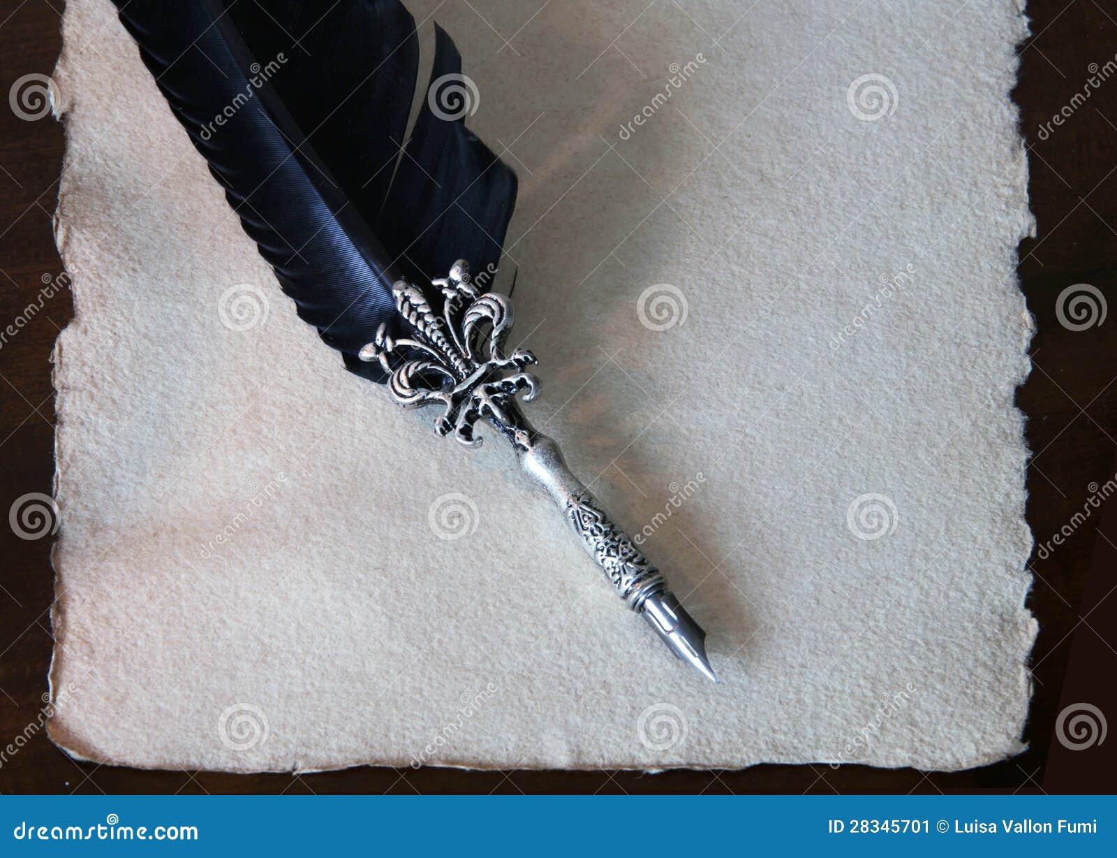 De pen van de kalligrafie en met de hand gemaakt document met gegratineerde randen