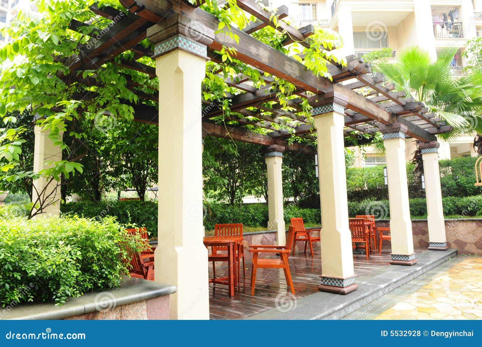 De pergola in een tuin stock foto afbeelding bestaande uit stoel 5532928 - Pergola verkoop ...