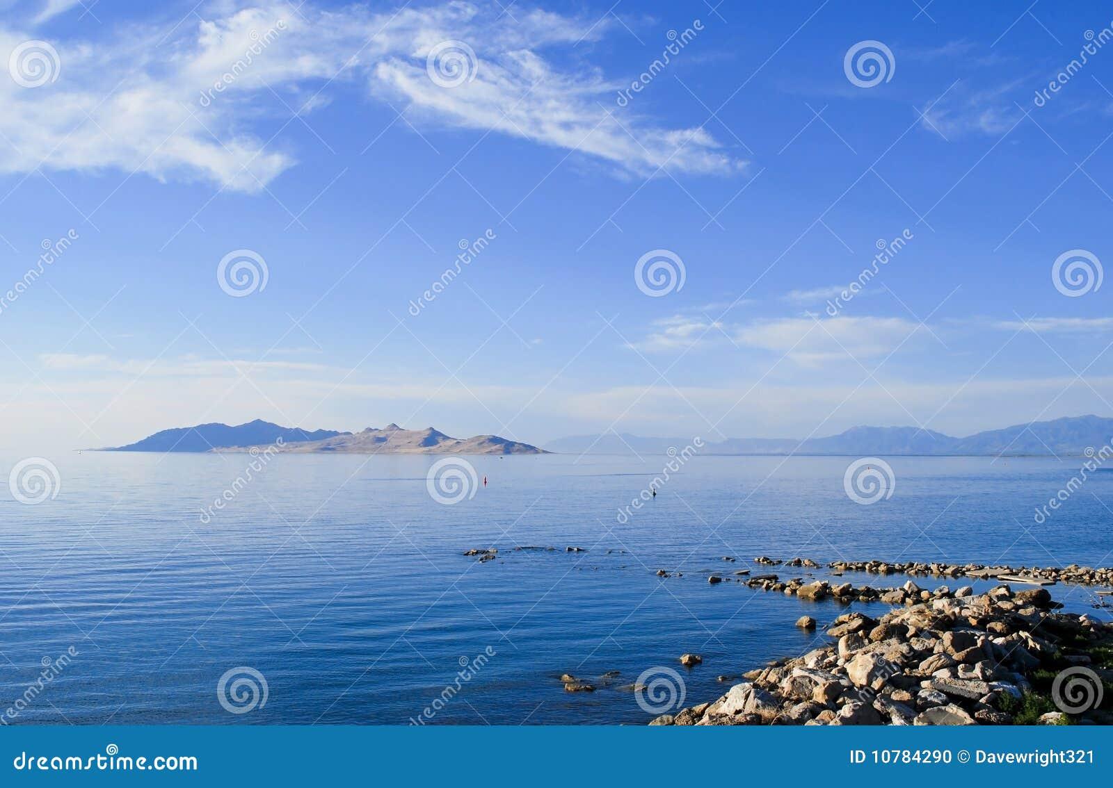De Pier van de rots in Blauw Meer