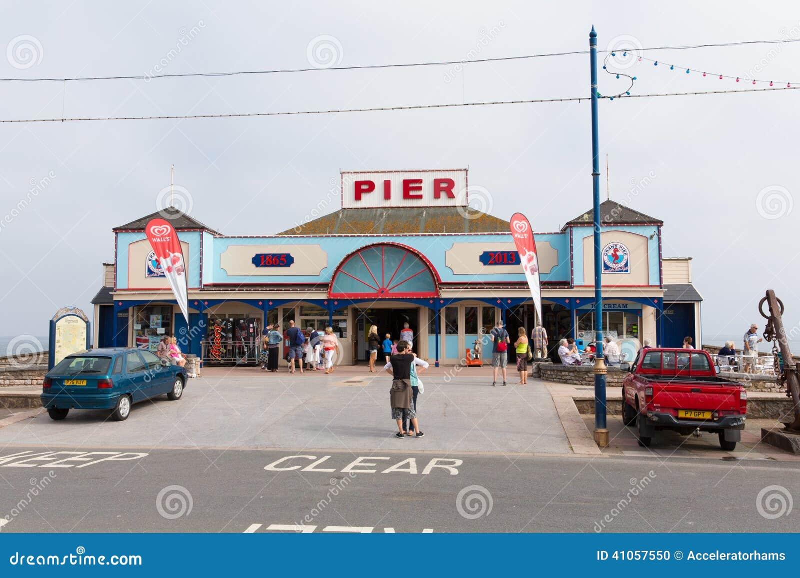 De pijler Devon England het UK van vakantiegangersteignmouth