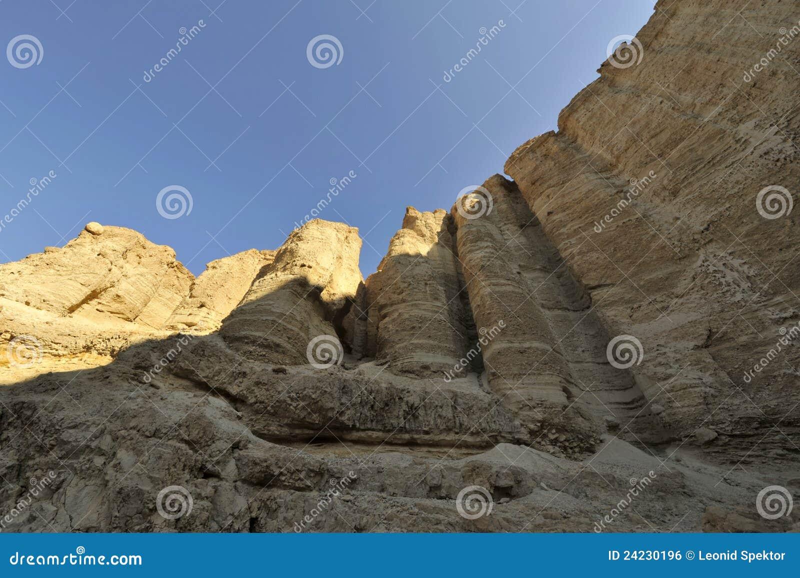 De pijlers van de steen in woestijn Judea.