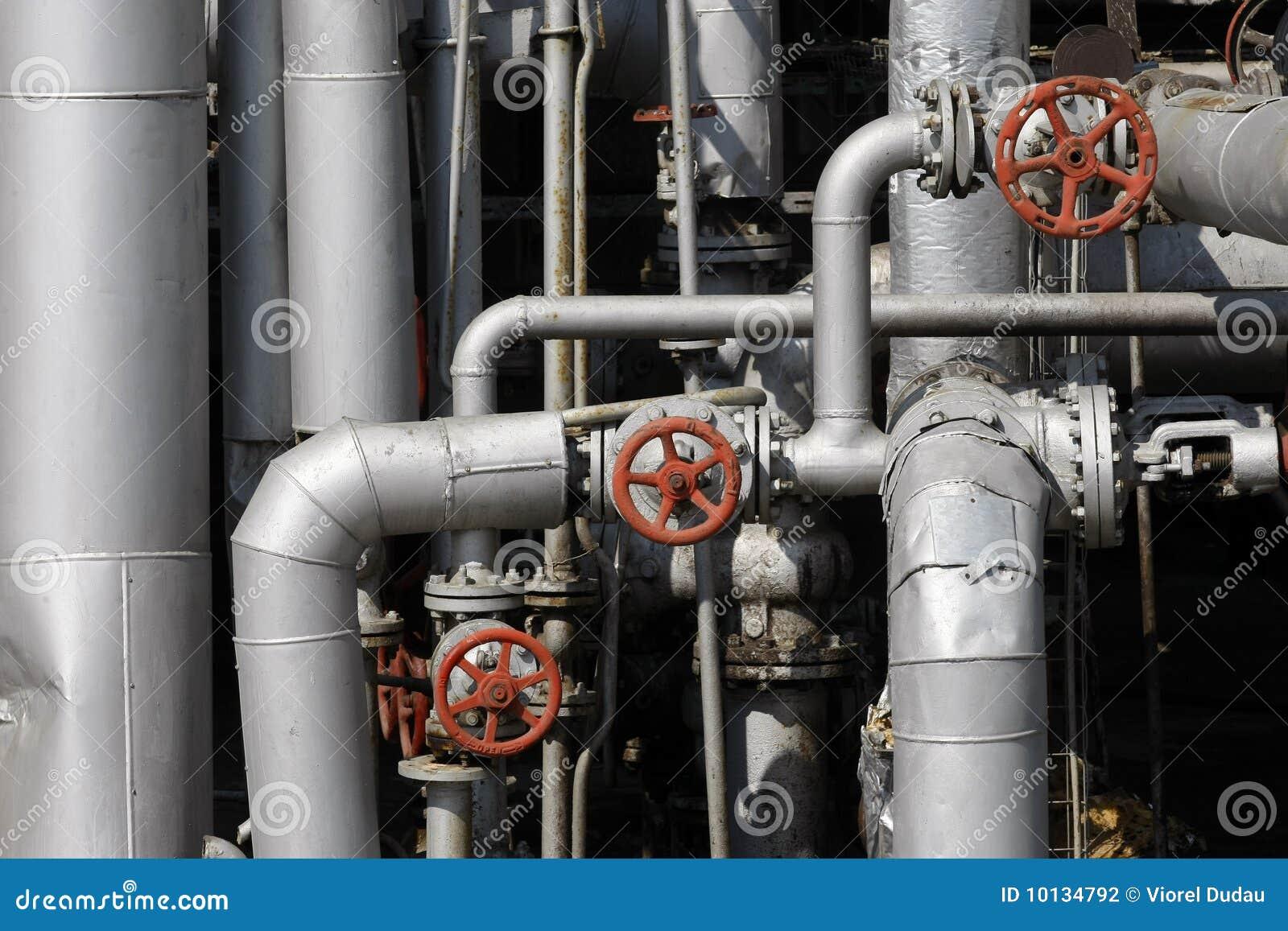De pijpen van de olie en van het gas