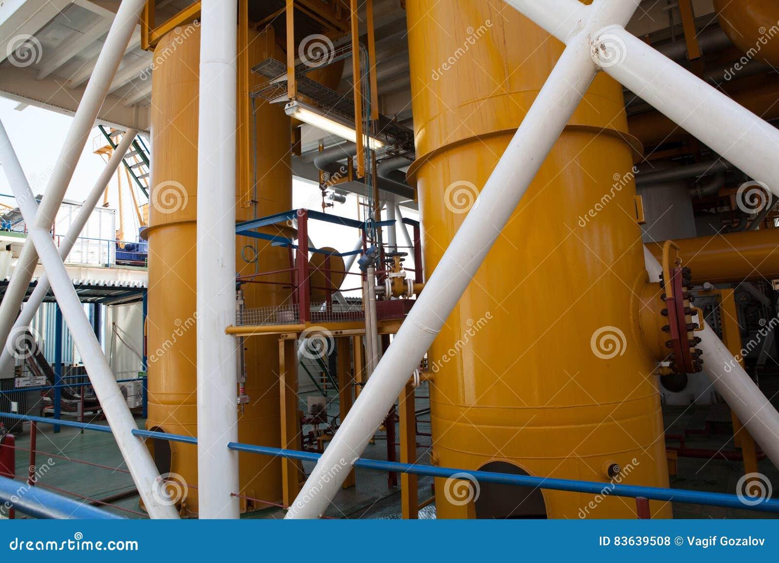 De pijpleiding van het olieplatform en het systeem van de drukoverdracht