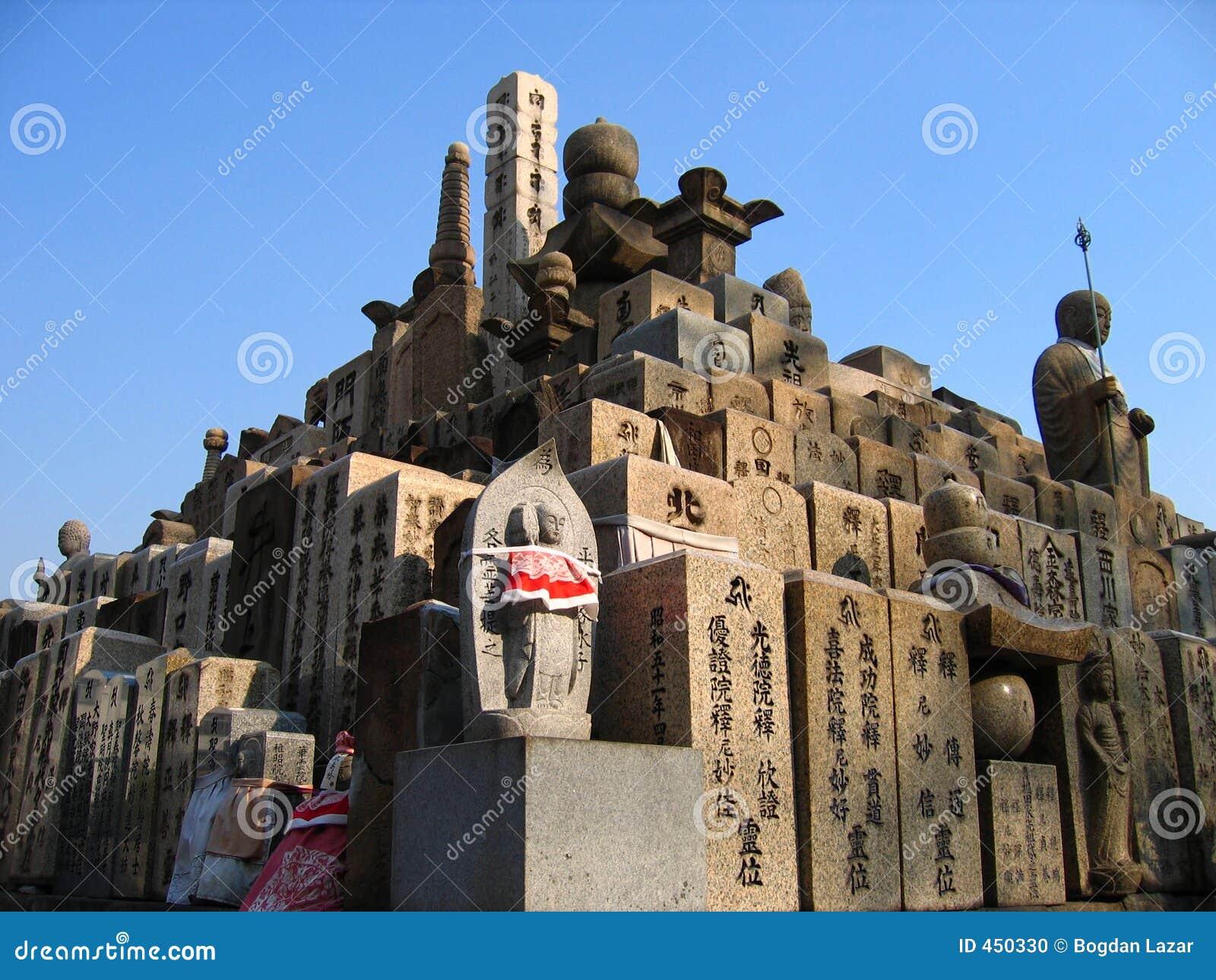 De piramide van grafstenen