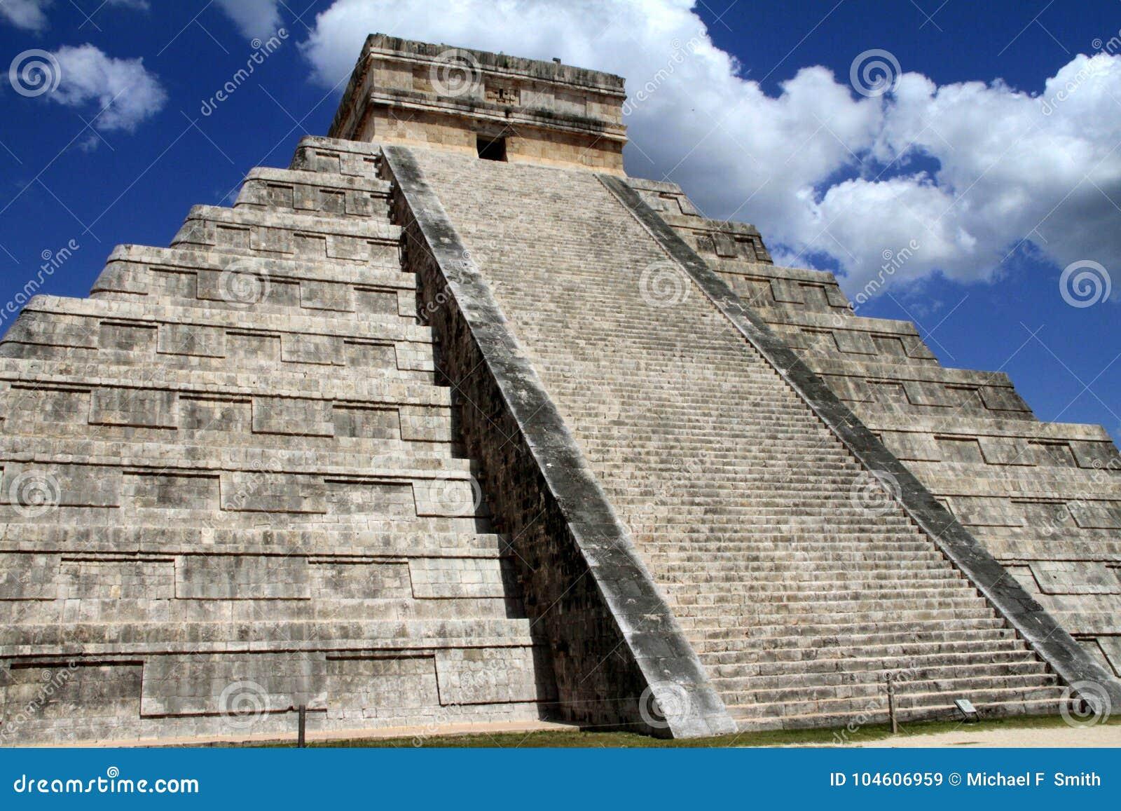 De Piramide van Itza van Chichen