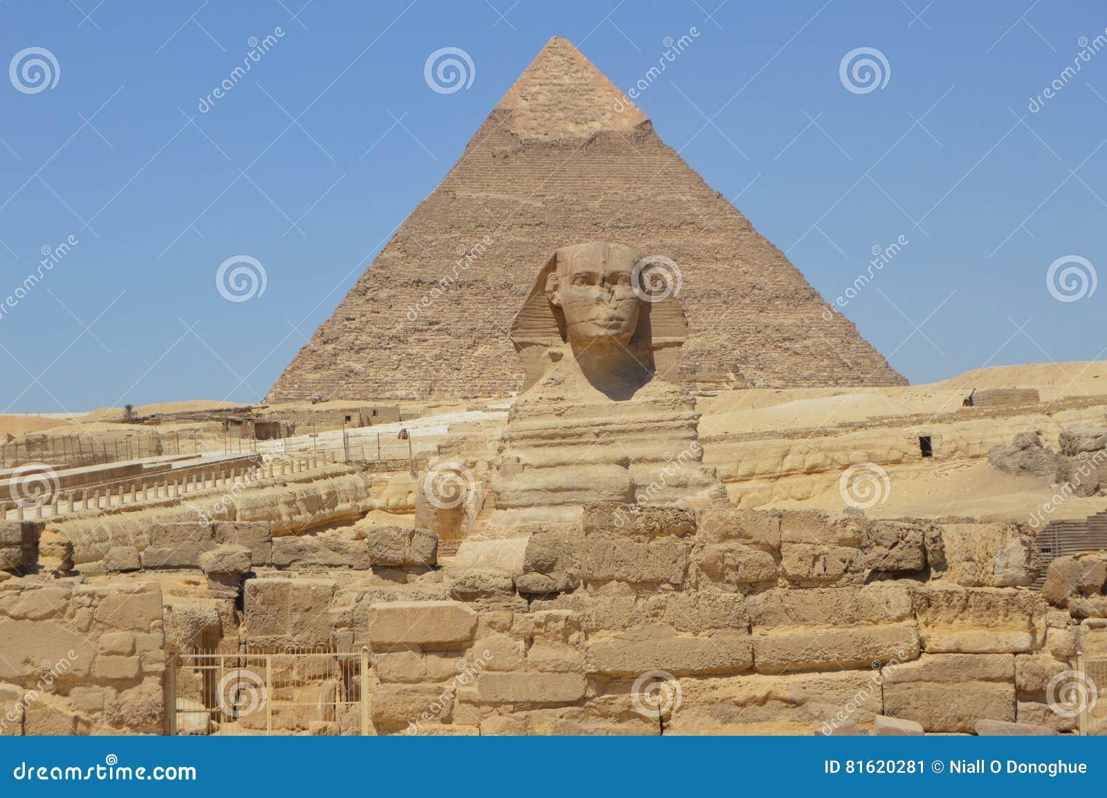 De Piramide van Khafre en de Sfinx vooraan