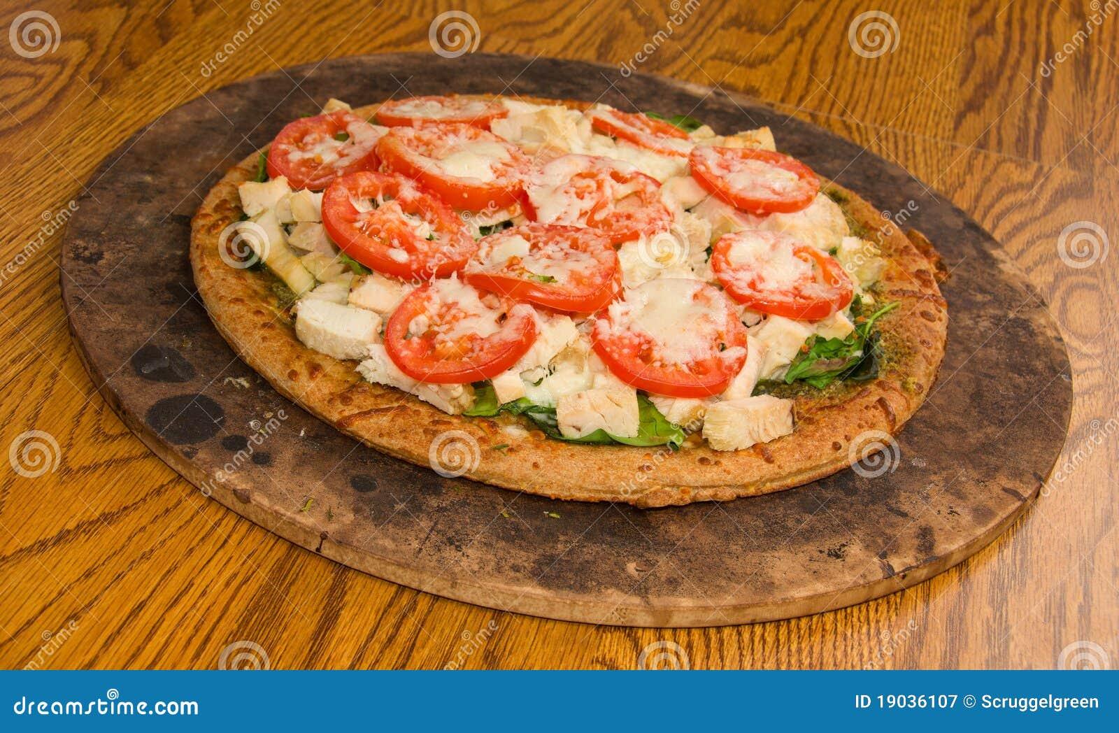 De Pizza Van De Tomaat Van De Spinazie Van Pesto Stock Afbeelding
