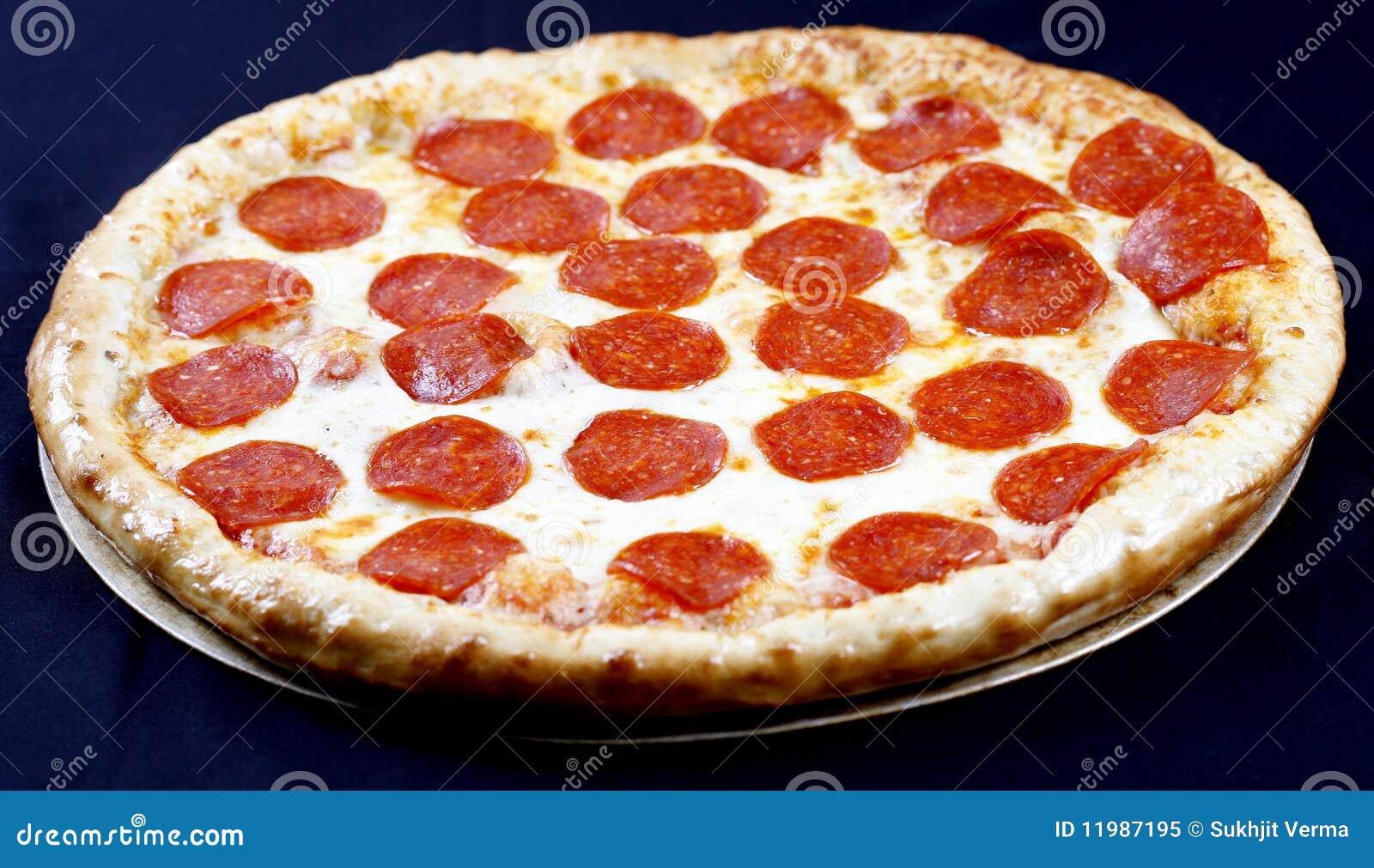 De pizza van pepperonis