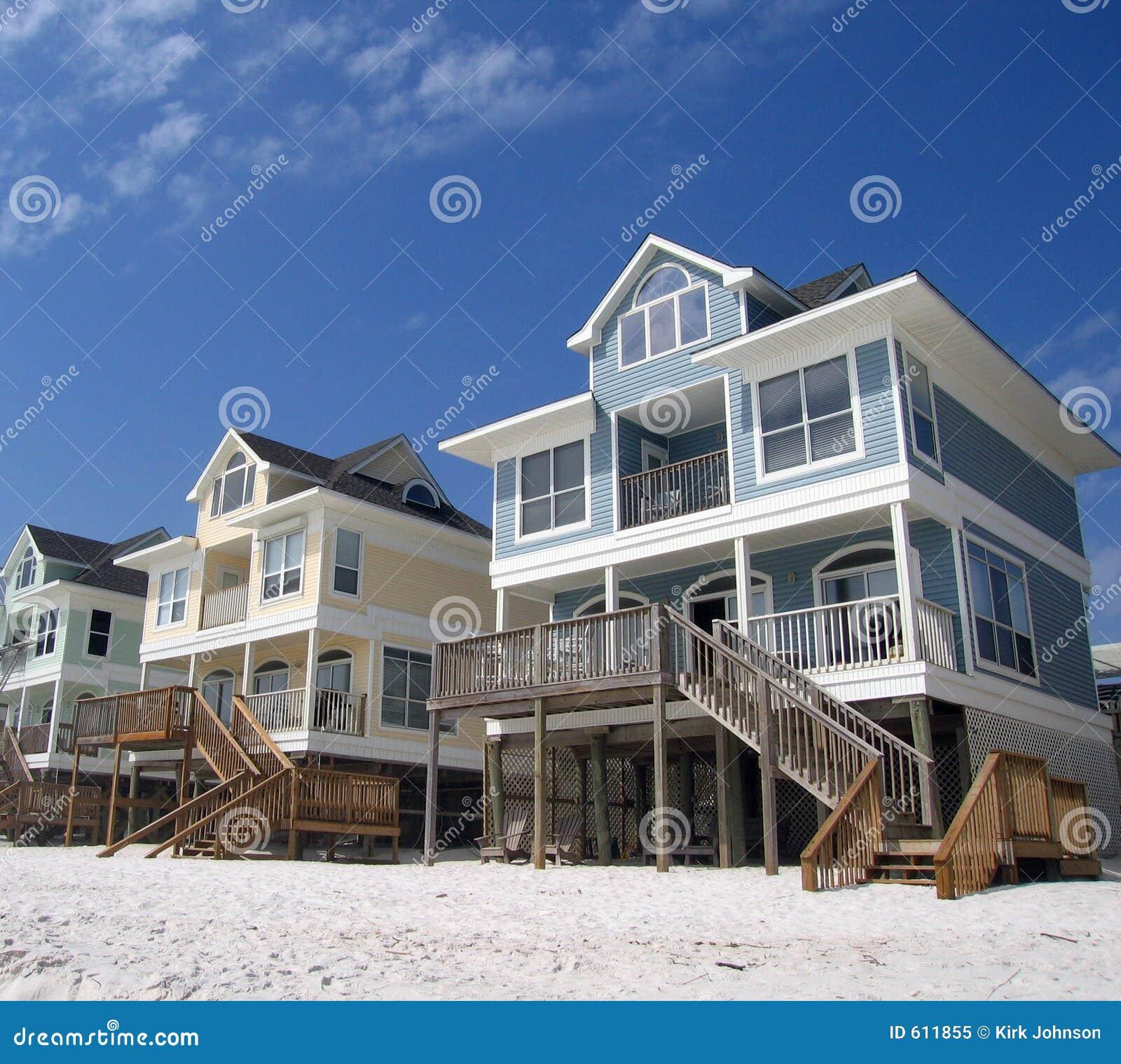 De Plattelandshuisjes van het strand op een Witte Kust van het Zand