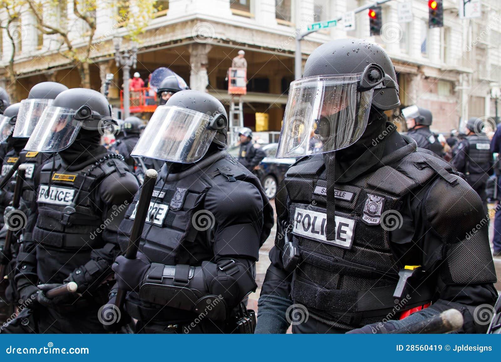 De Politie van Portland in het Protest van het Toestel van de Rel N17