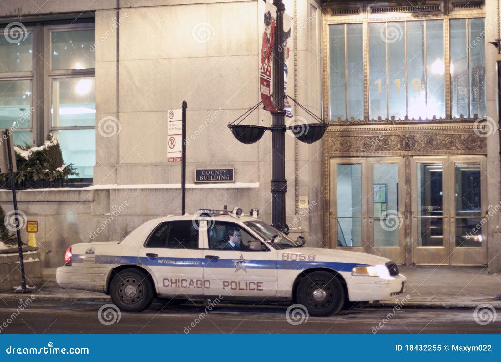 De Politiewagen van Chicago in Chicago Van de binnenstad bij Nacht