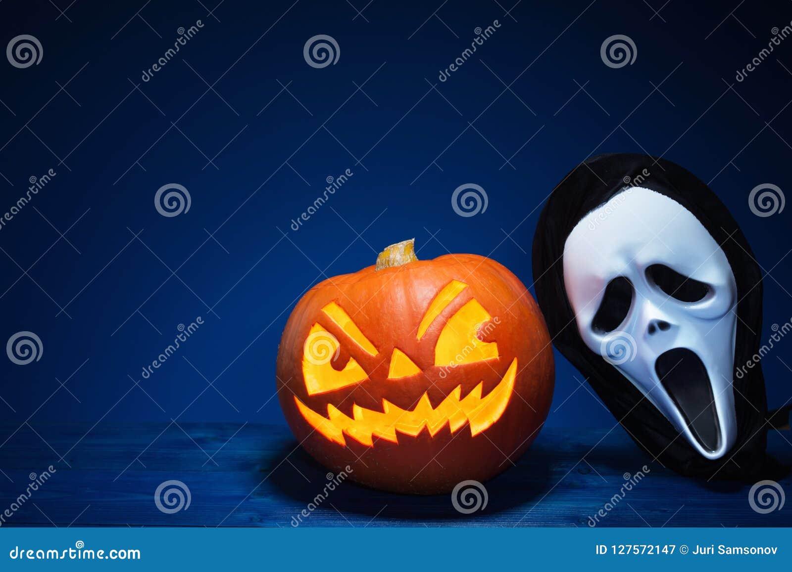 Pompoen En Halloween.De Pompoen En Het Masker Van Halloween Stock Afbeelding