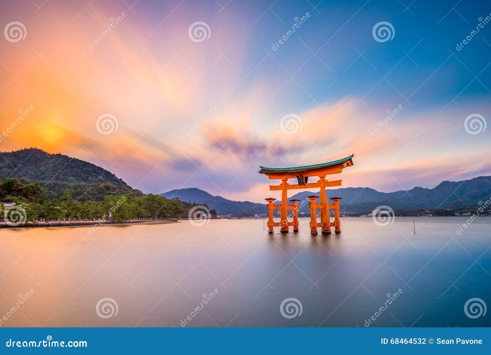 De Poort van het Miyajimaheiligdom
