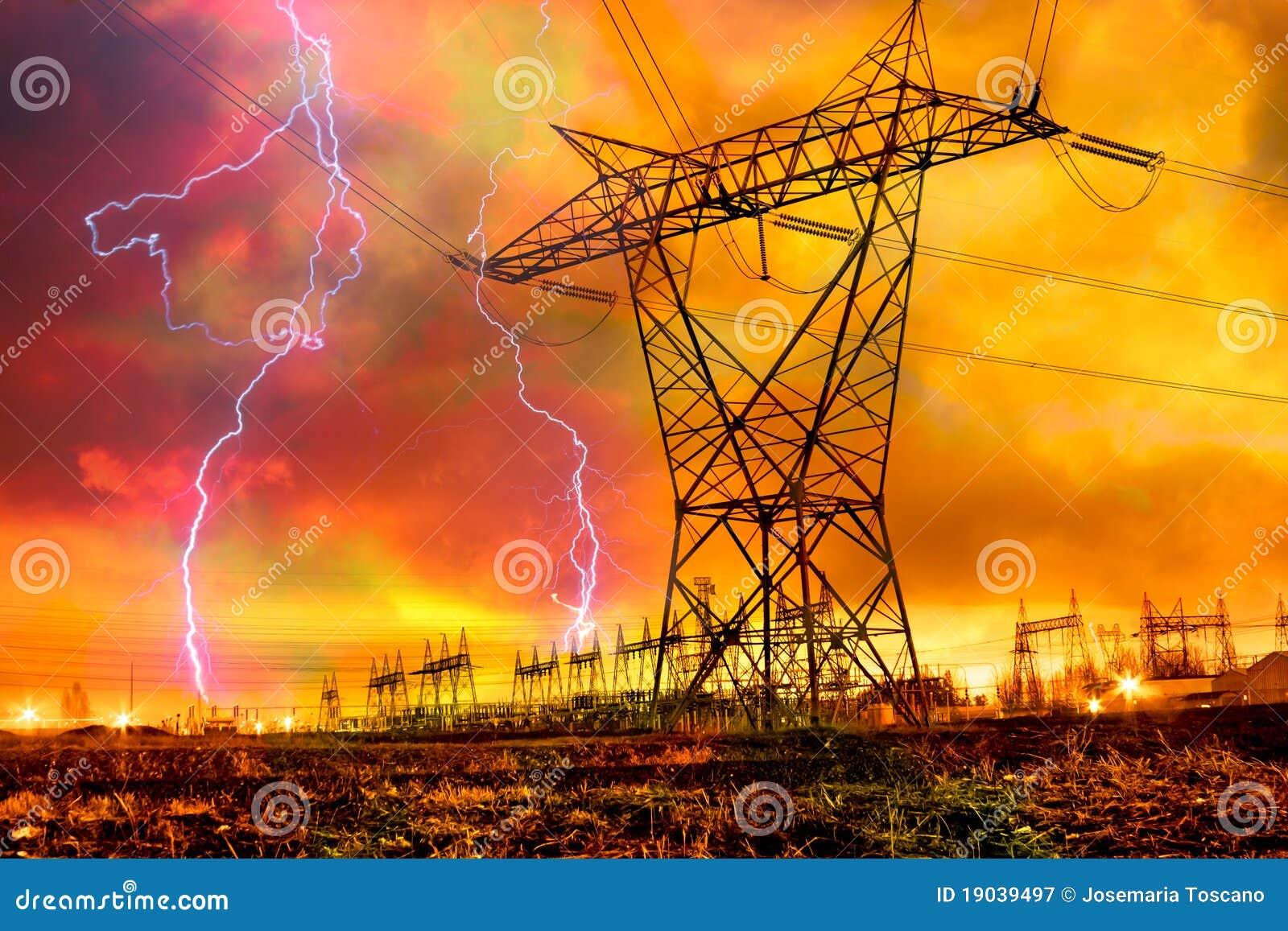 De Post van de Distributie van de macht met de Staking van de Bliksem.