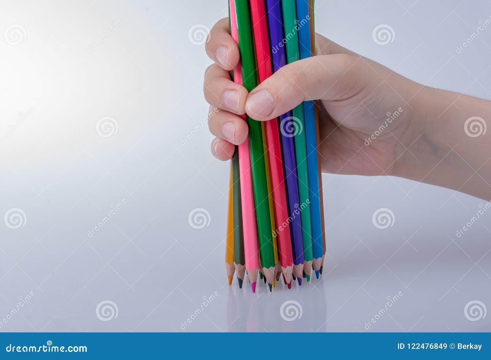 De potloden van de kleur op een witte achtergrond