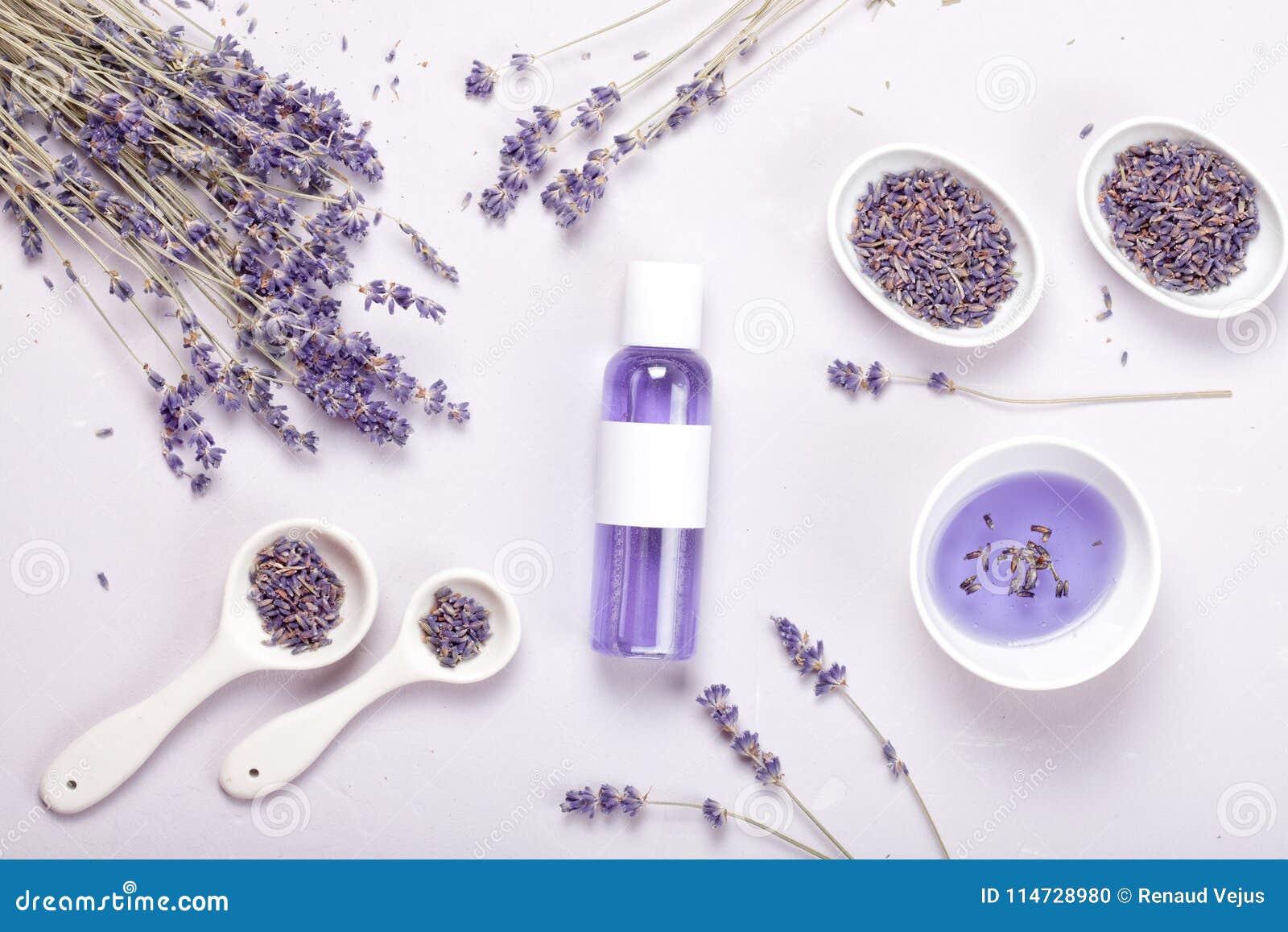 De producten van de lavendellichaamsverzorging Aromatherapy en natuurlijk gezondheidszorgconcept