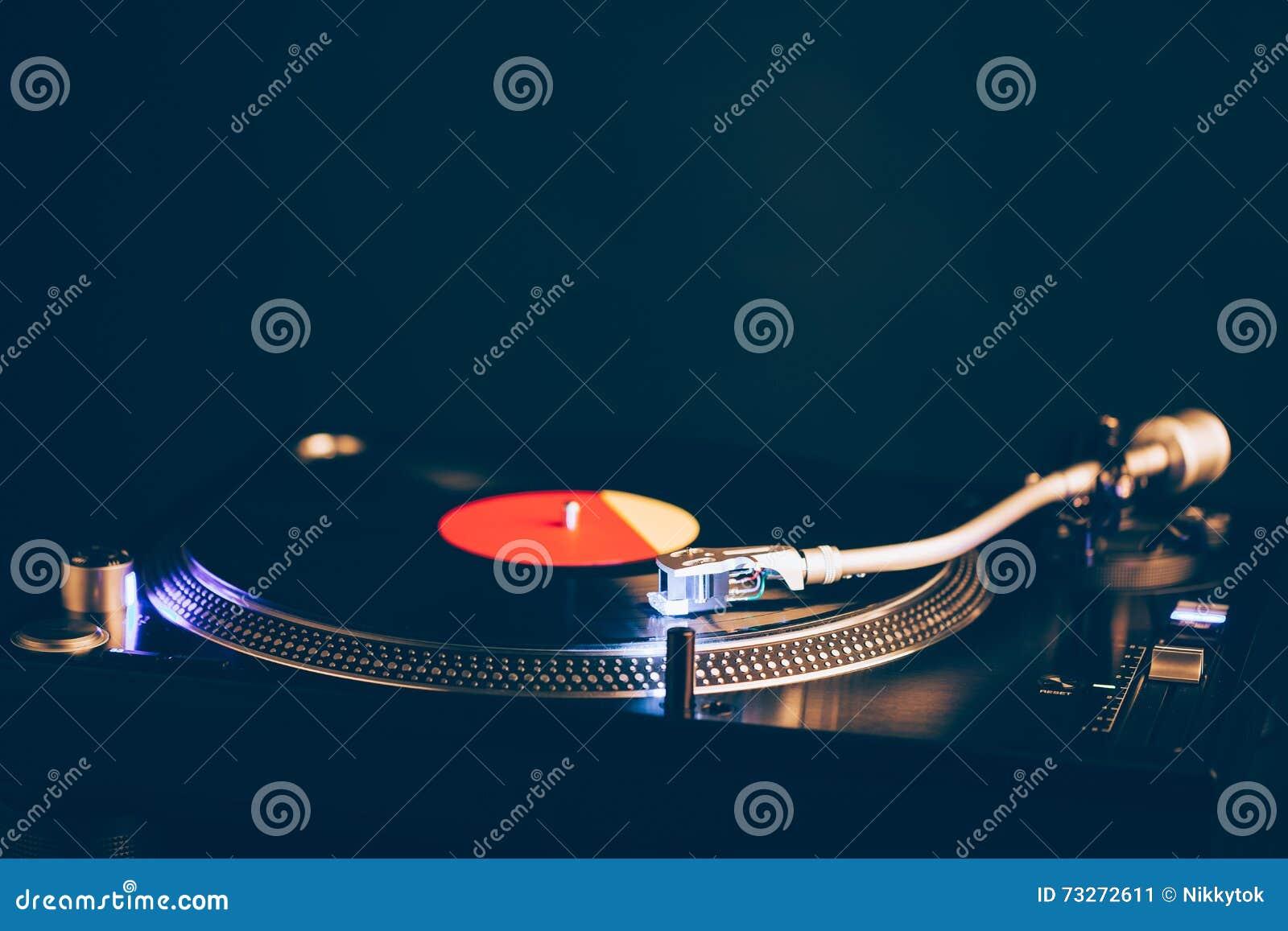 De Professionele Draaischijf Van DJ Met Verlichting, Donkere ...