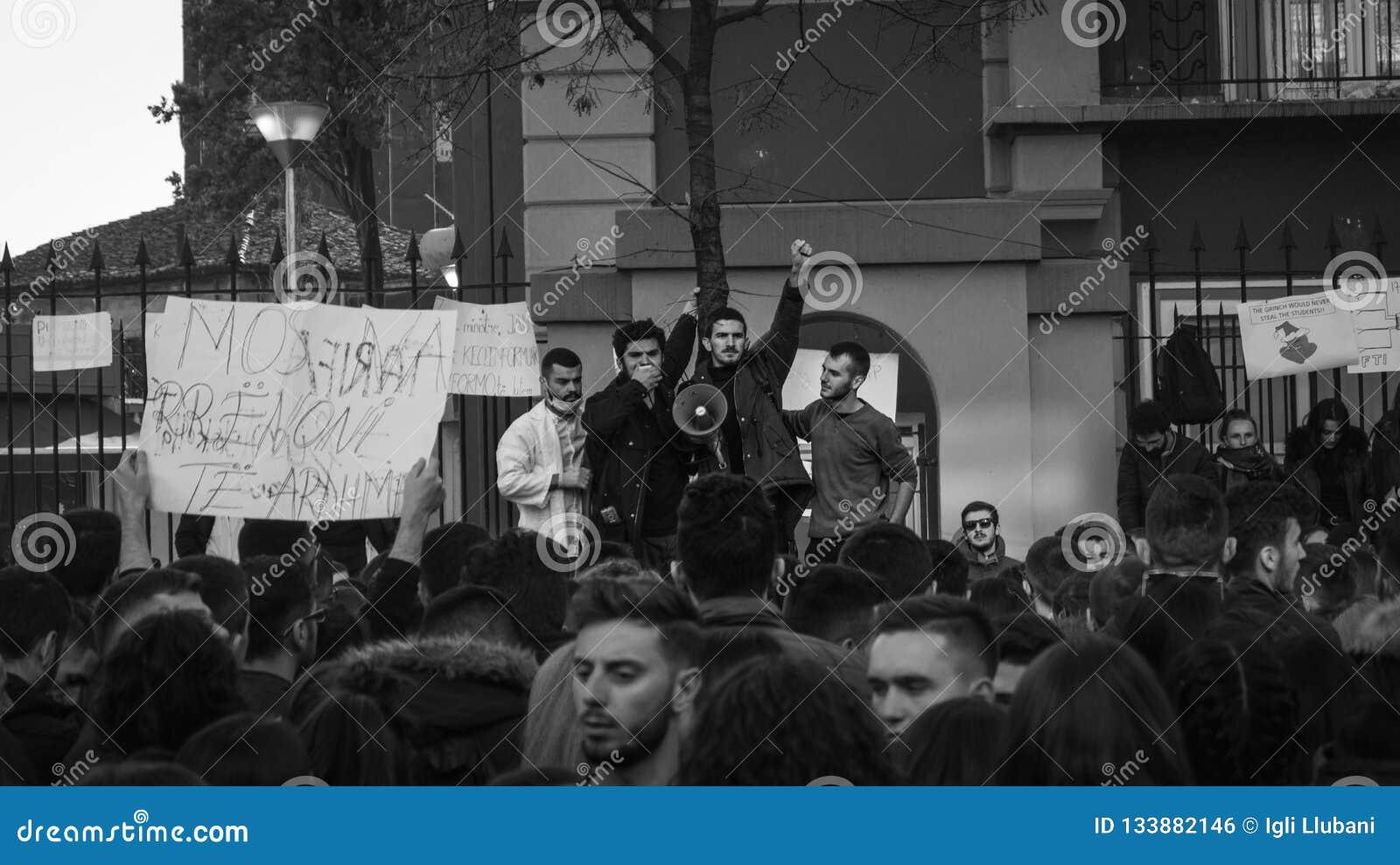 De protesten van de student in Tirana