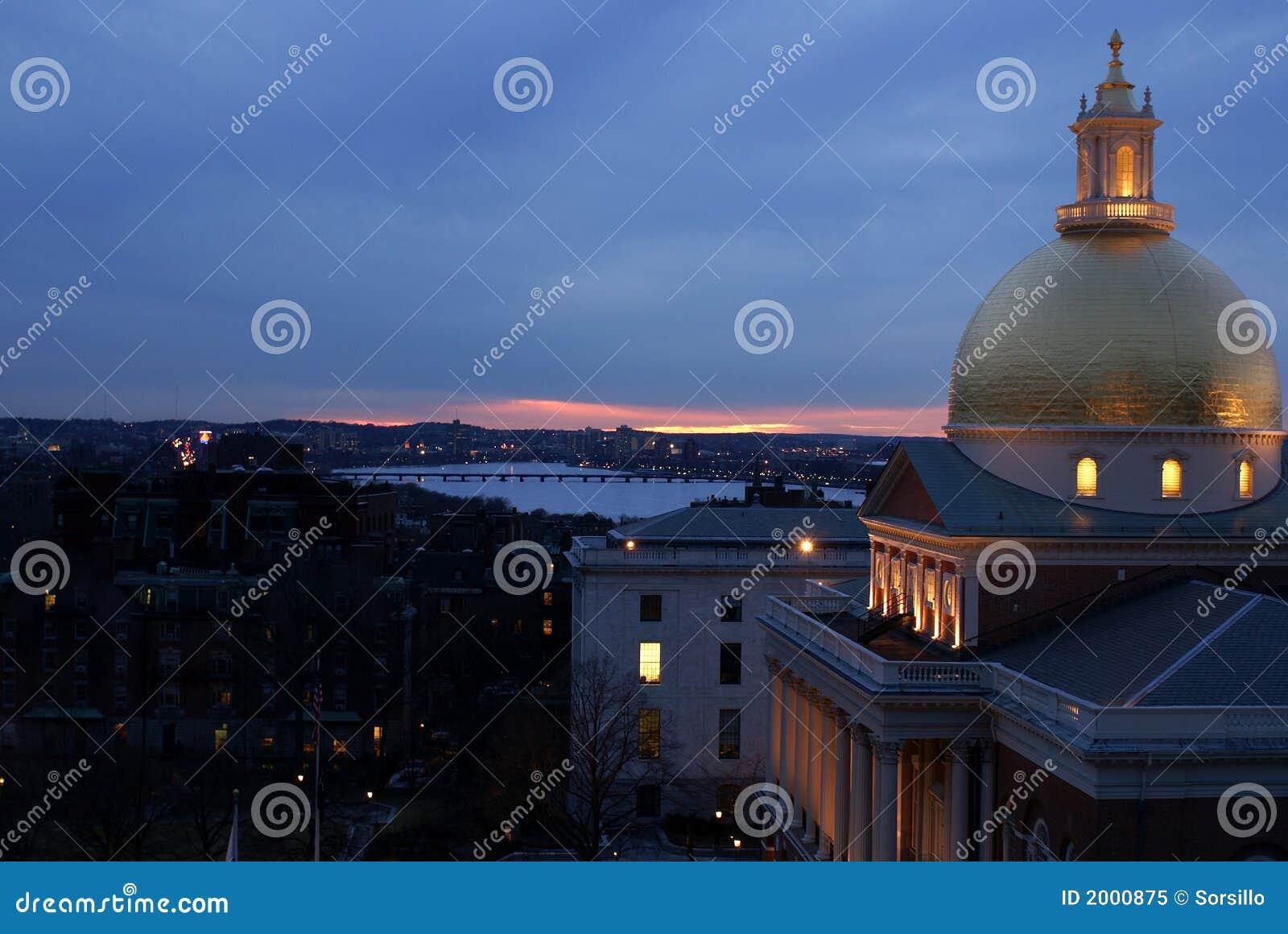De purperachtige Zonsondergang van Boston