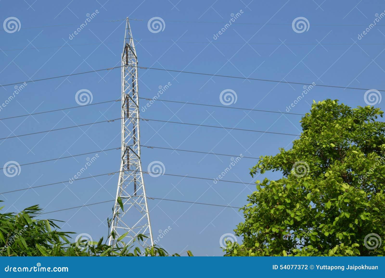 De pyloon van de hoogspanningselektriciteit