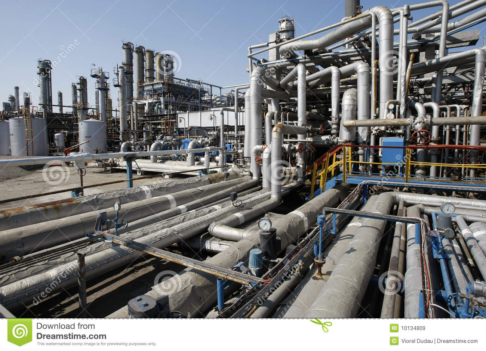 De raffinaderijpijpen van de olie