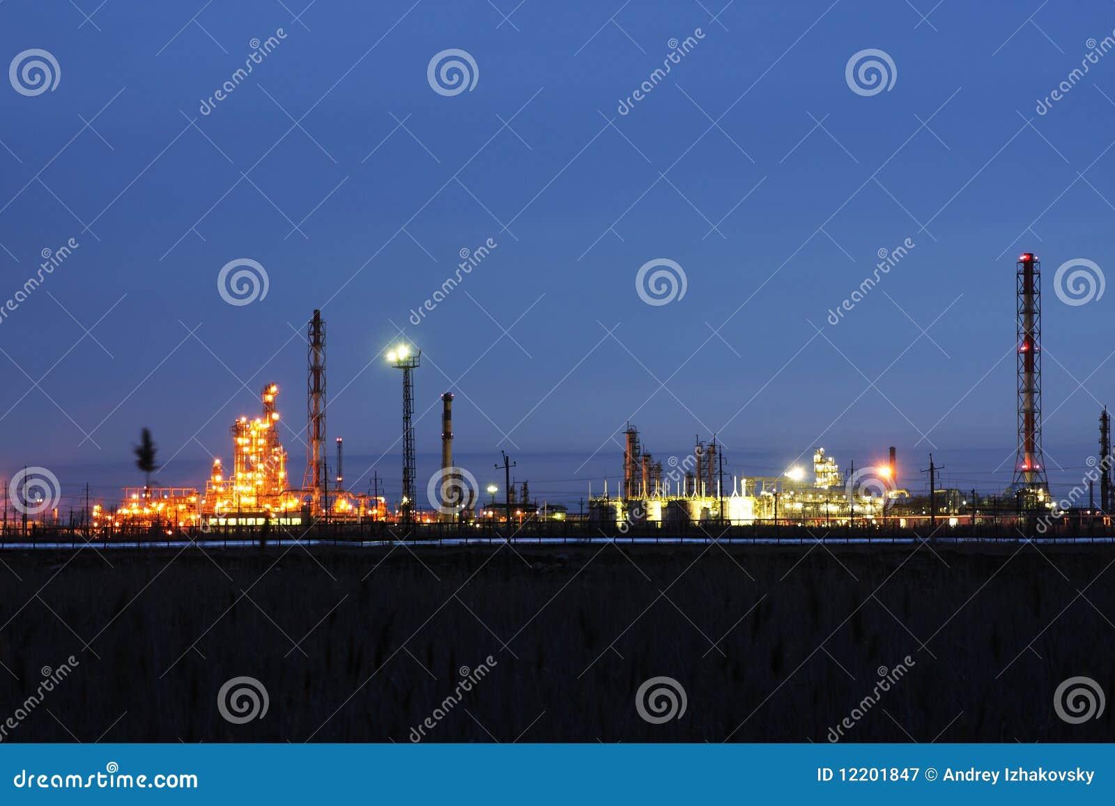De raffinagefabriek van de olie
