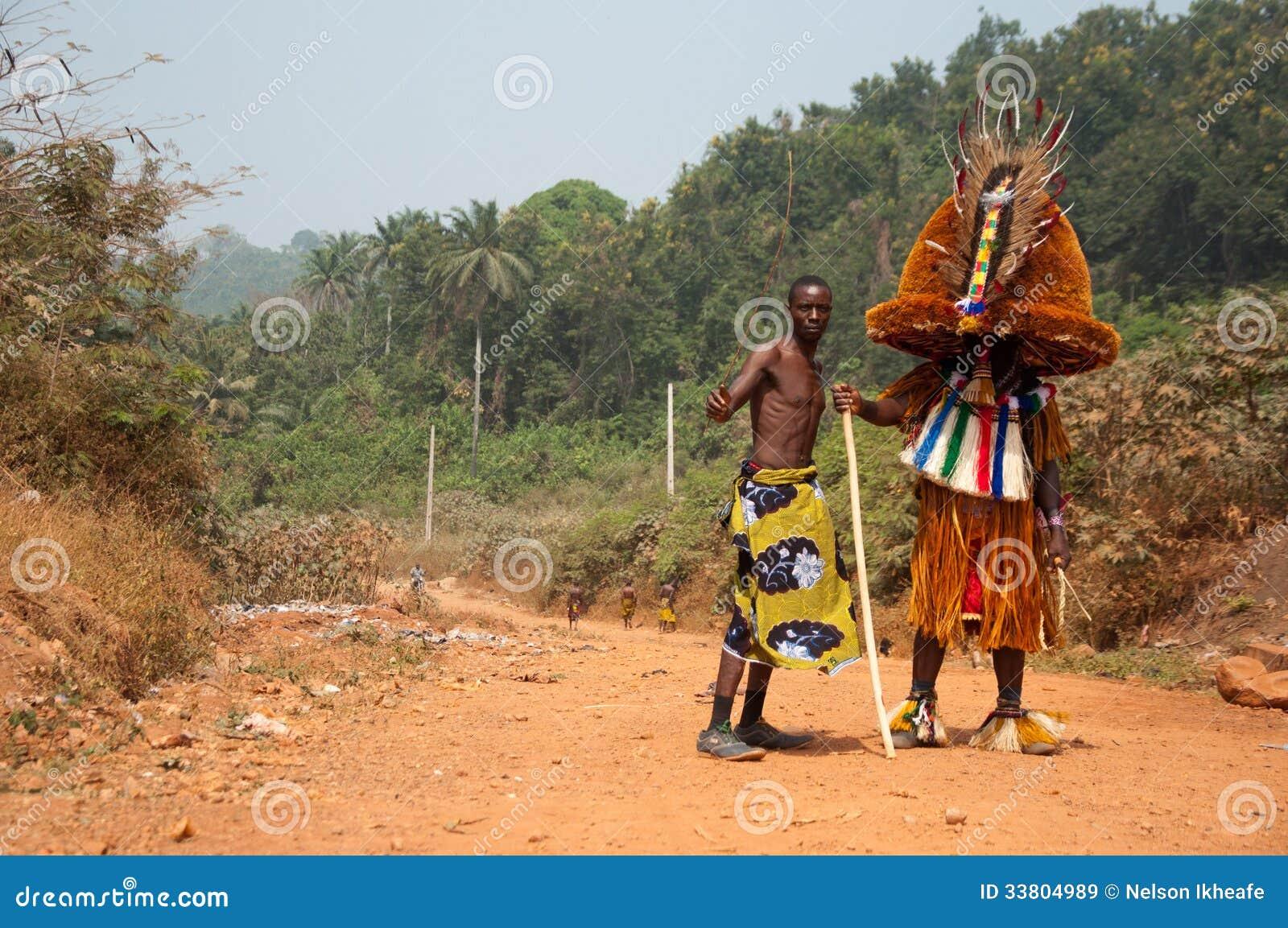 De Rangenfestival van de Otuoleeftijd - Maskerade in Nigeria