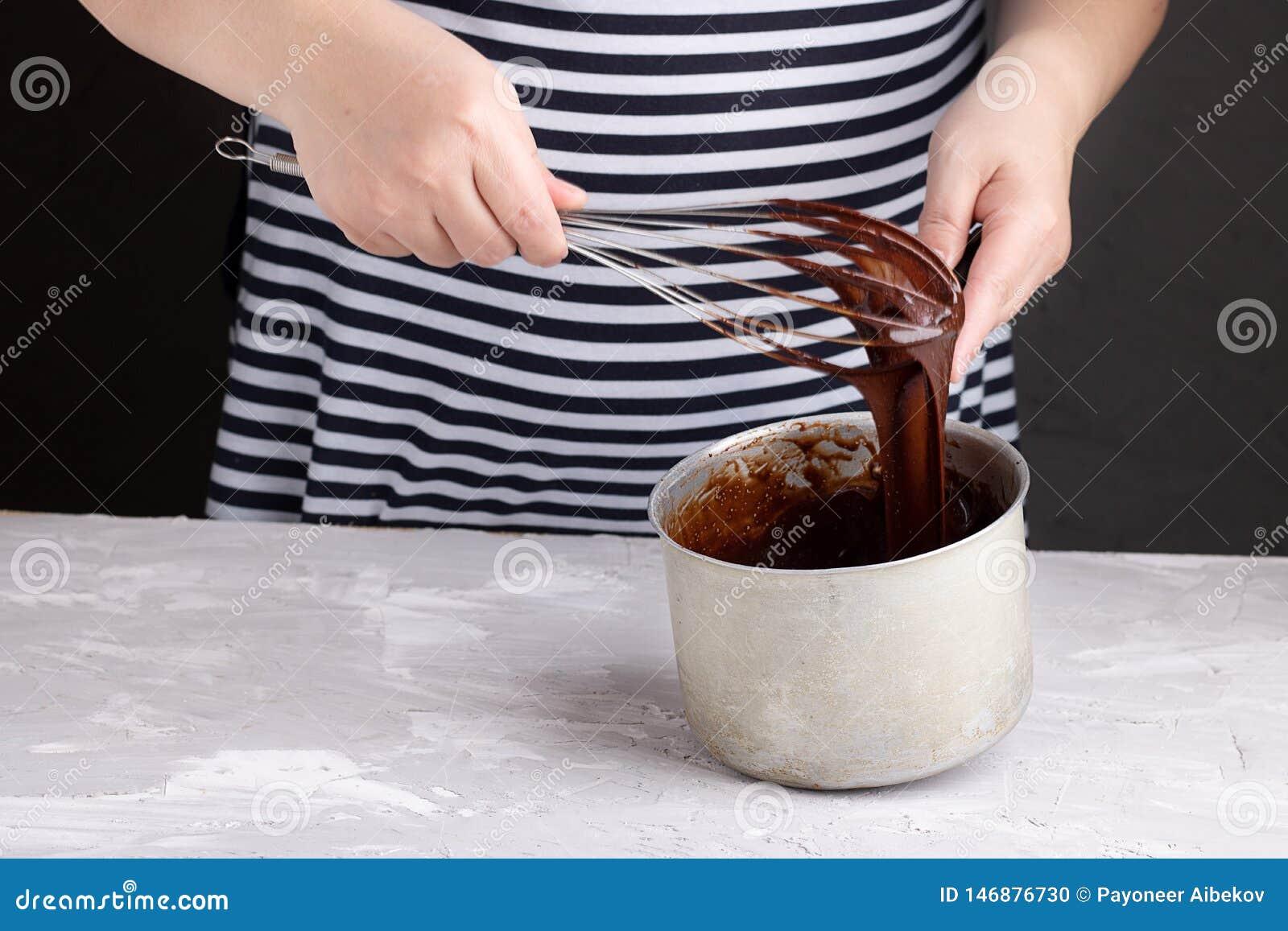De ranselende chocoladeroom zwaait langs