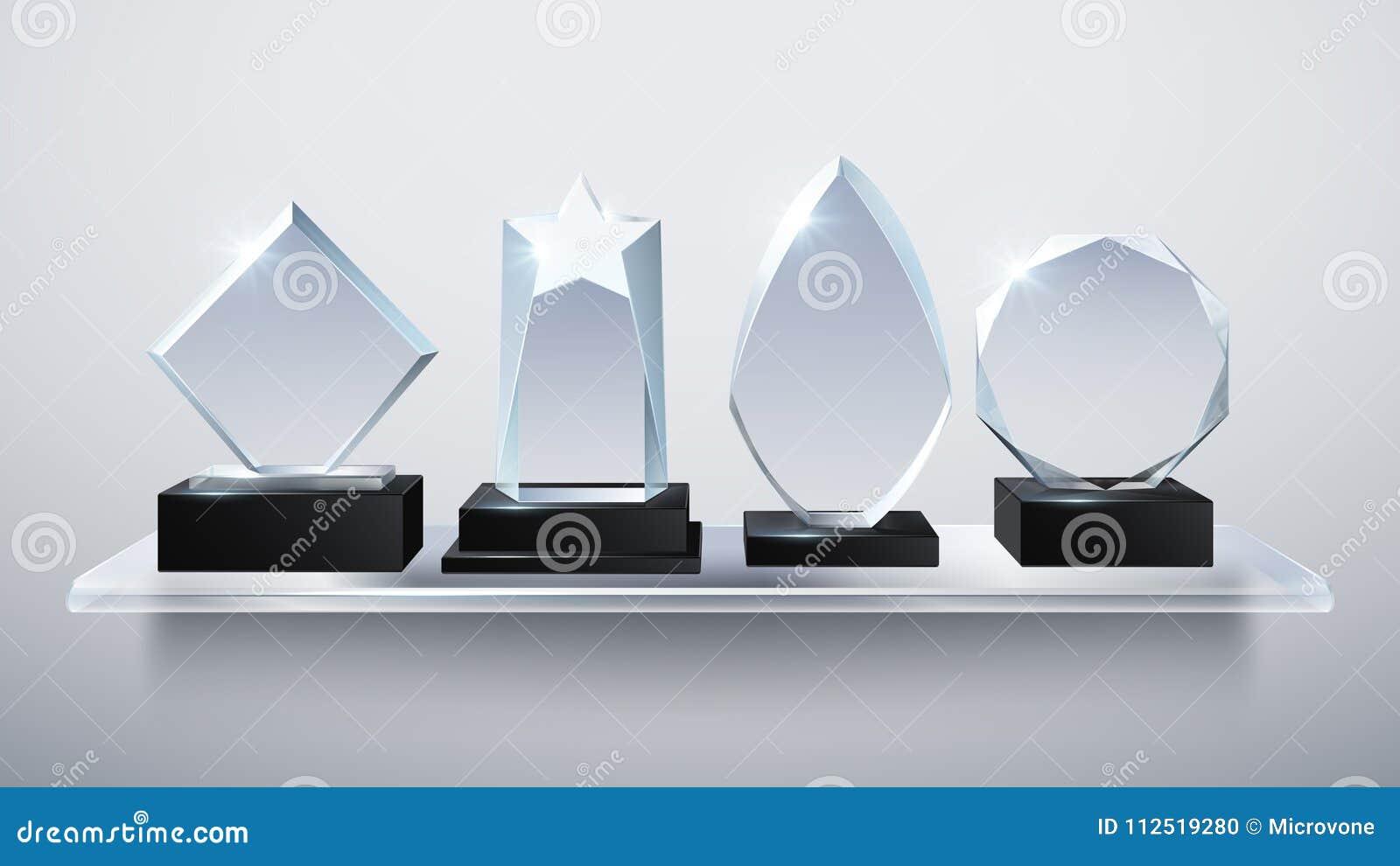 De realistische toekenning van de glastrofee, de transparante prijzen van de diamantwinnaar op planken vectorillustratie