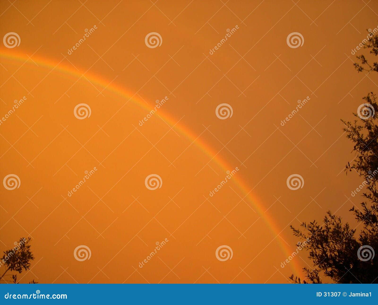 De Regenboog van de zonsondergang