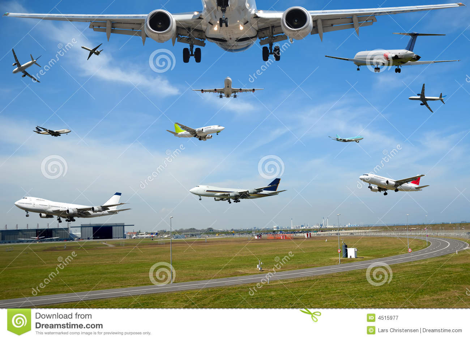 De reis van de lucht - het verkeer van het Vliegtuig in luchthaven bij spitsuur