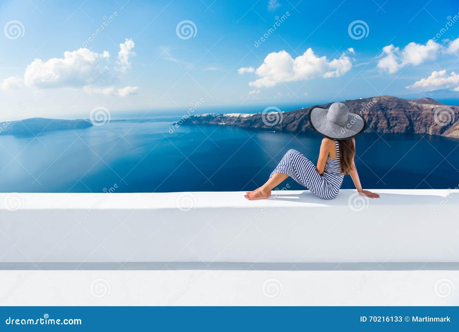 De reisvakantie van Europa Griekenland Santorini - vrouw