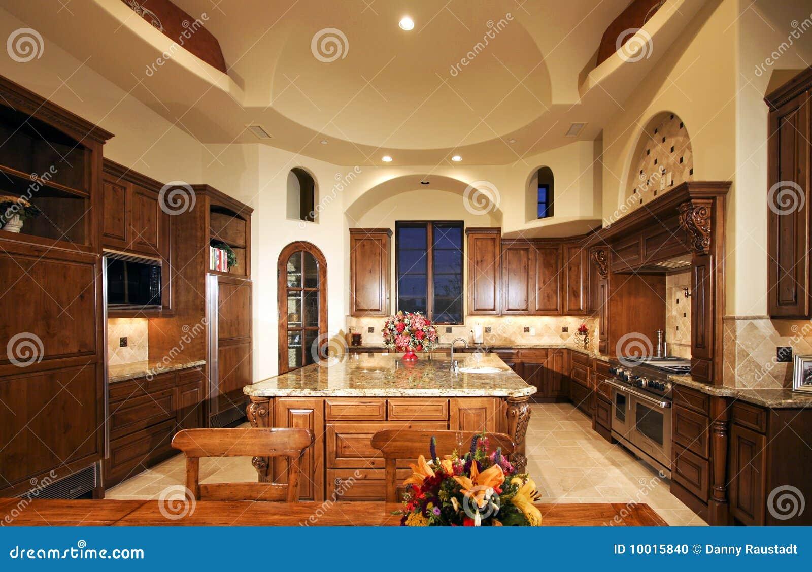 De reusachtige nieuwe keuken van het huis van het herenhuis stock foto afbeelding 10015840 - Keuken uitgerust m ...