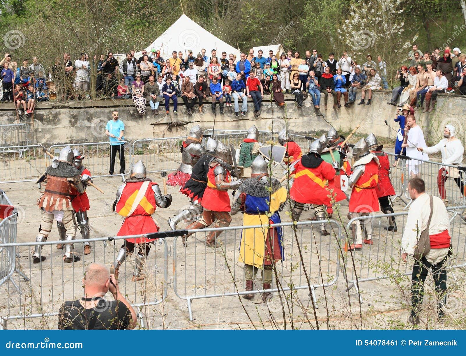 De ridders vechten in massabrawl