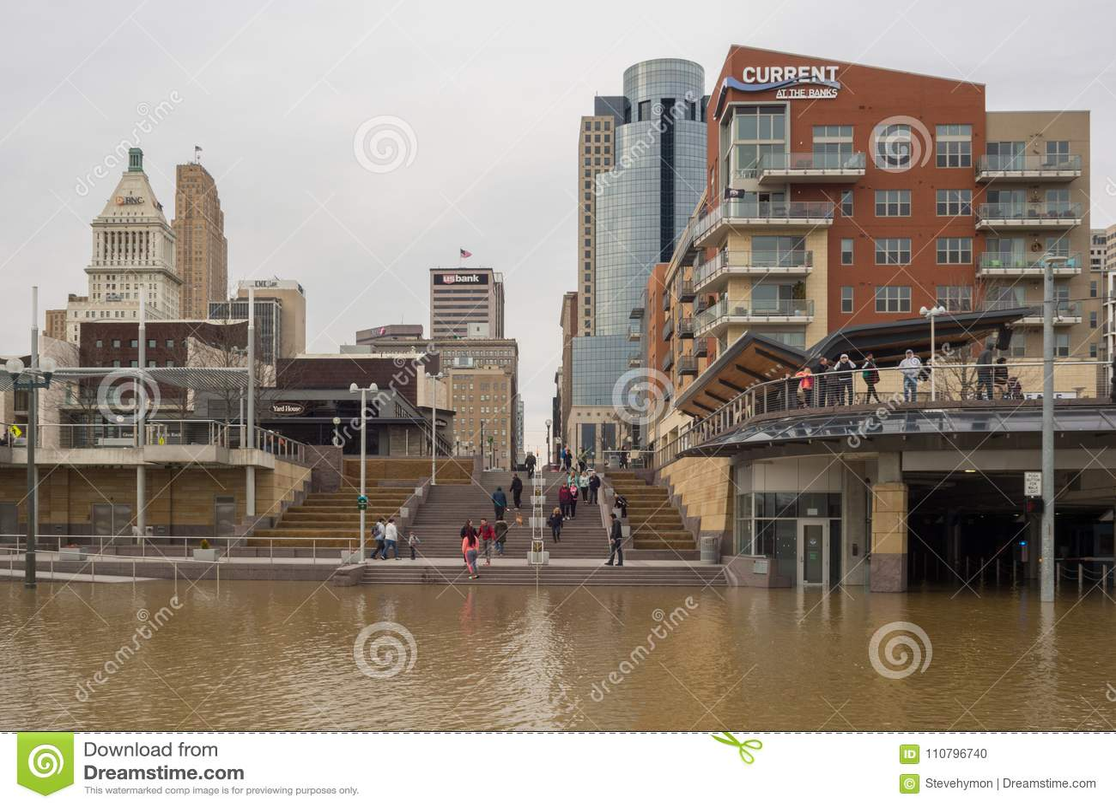 De Rivier die van Ohio 2018 in Cincinnati van de binnenstad overstromen