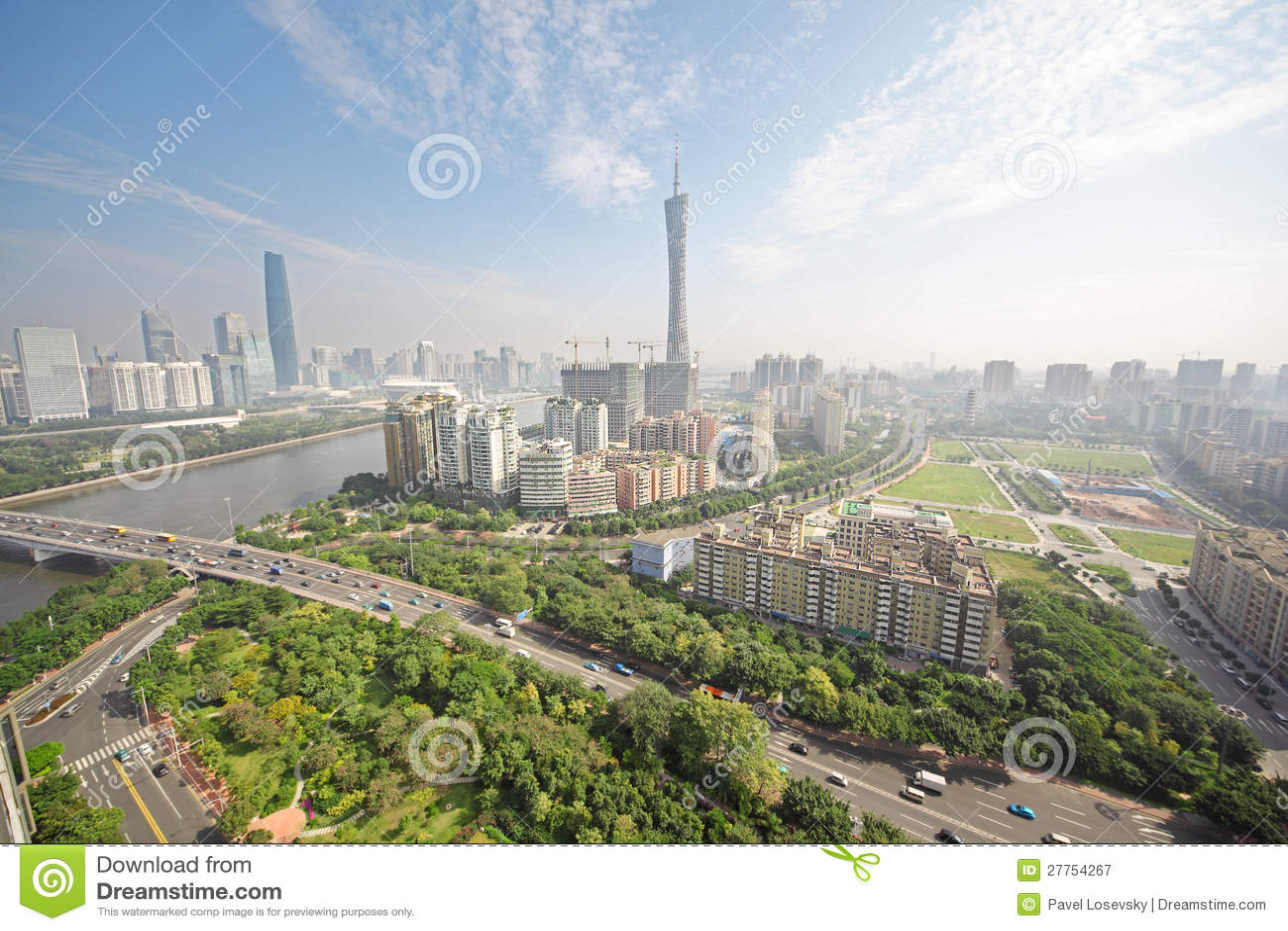 De rivier van de Parel van Guangzhou, de Toren van TV van het Kanton
