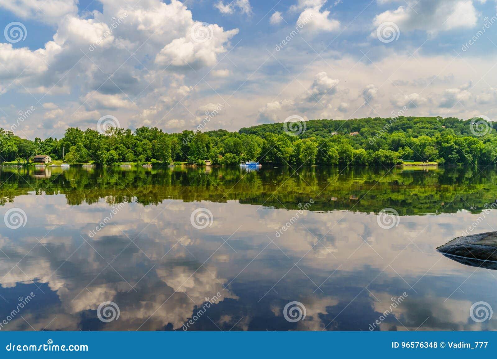 De rivier van Delaware bij de zomer van Historische Nieuwe Hoop, PA