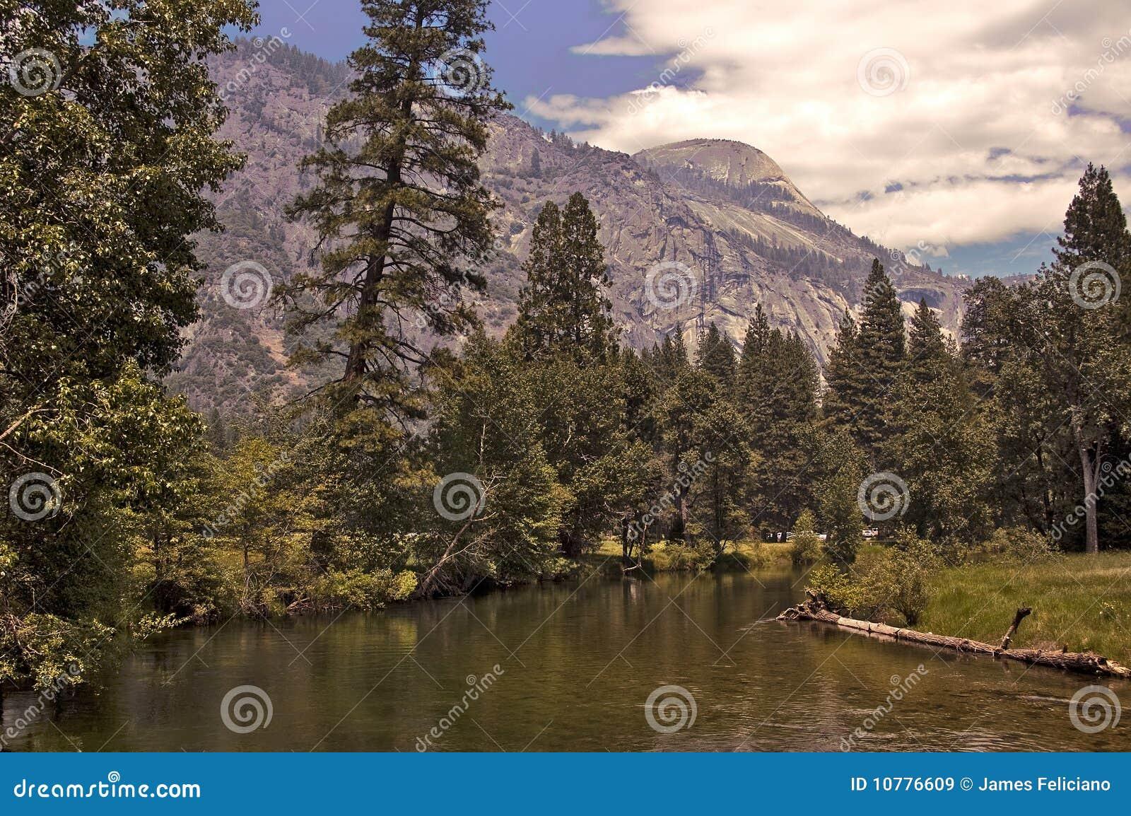 De Rivier van Yosemite