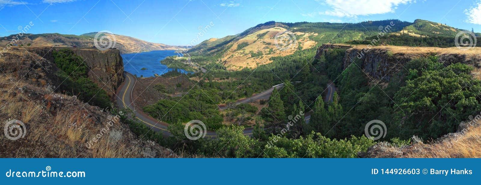 De de Rivierkloof van Colombia van Rowena Crest wordt bekeken die