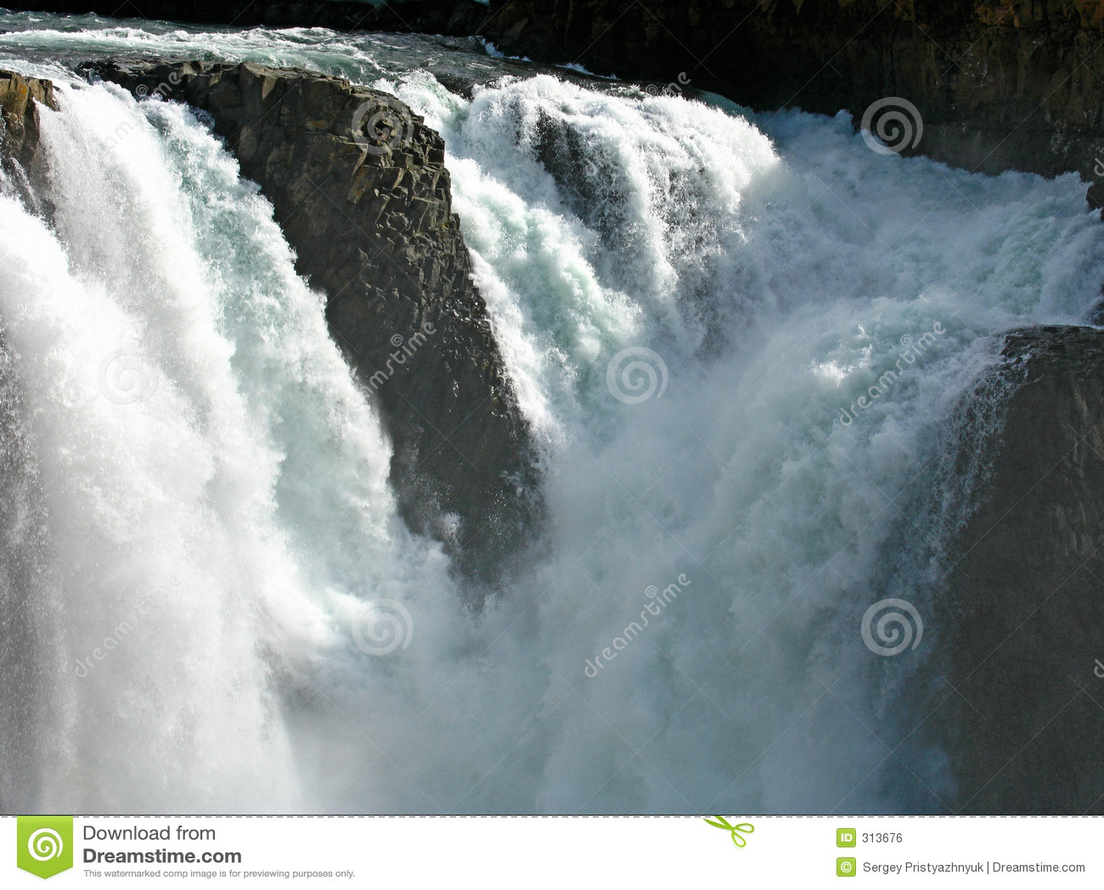 De rivierwaterval van Kutamarakan