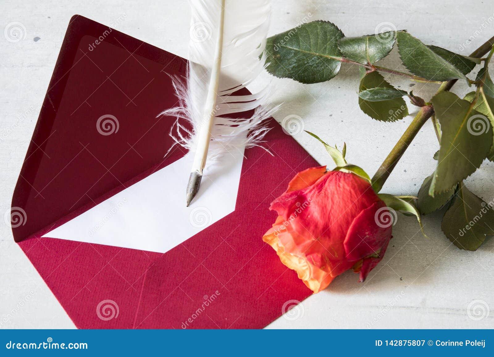 De rode liefdebrief met gansveer en nam toe