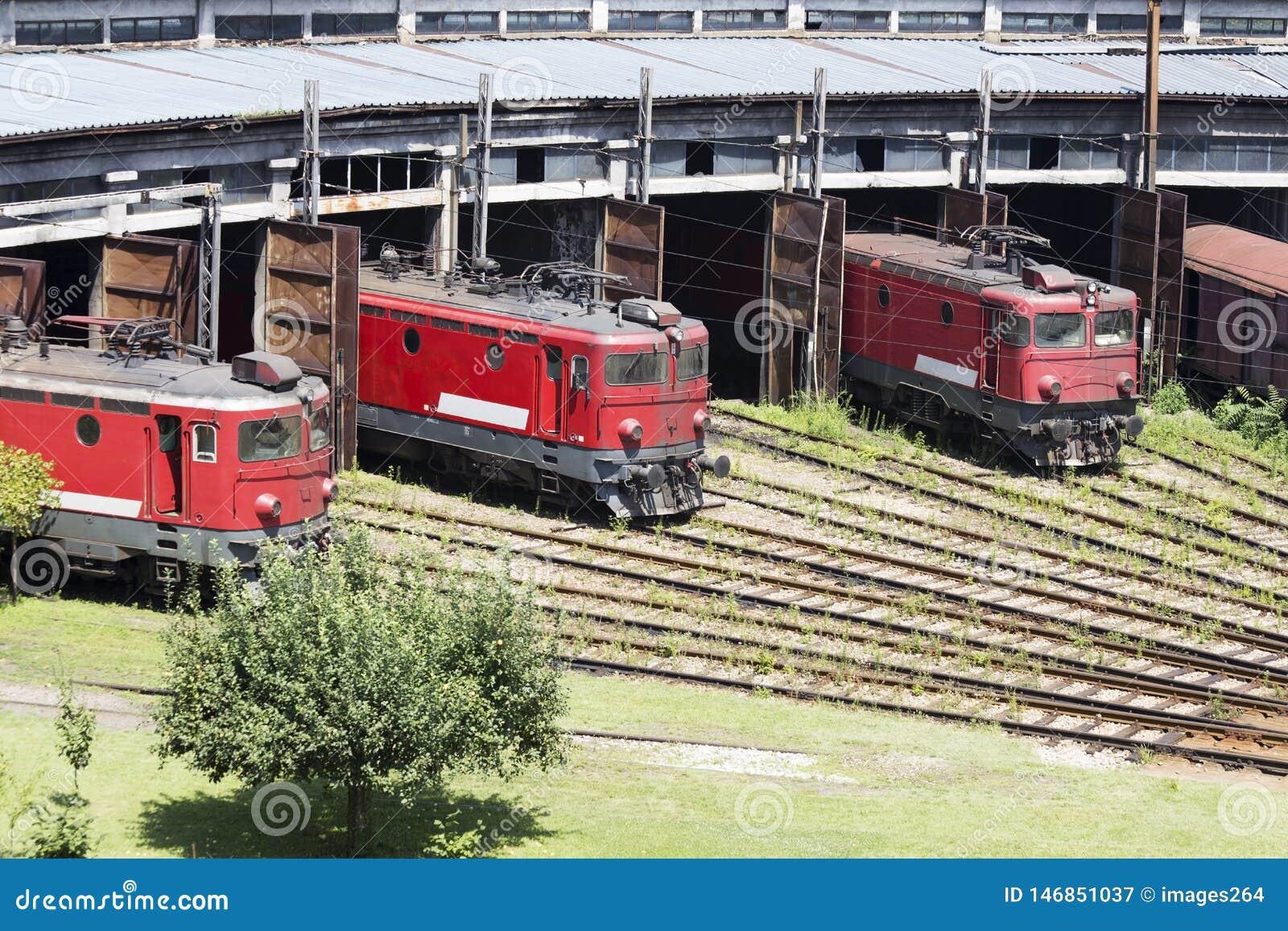 De rode locomotieven