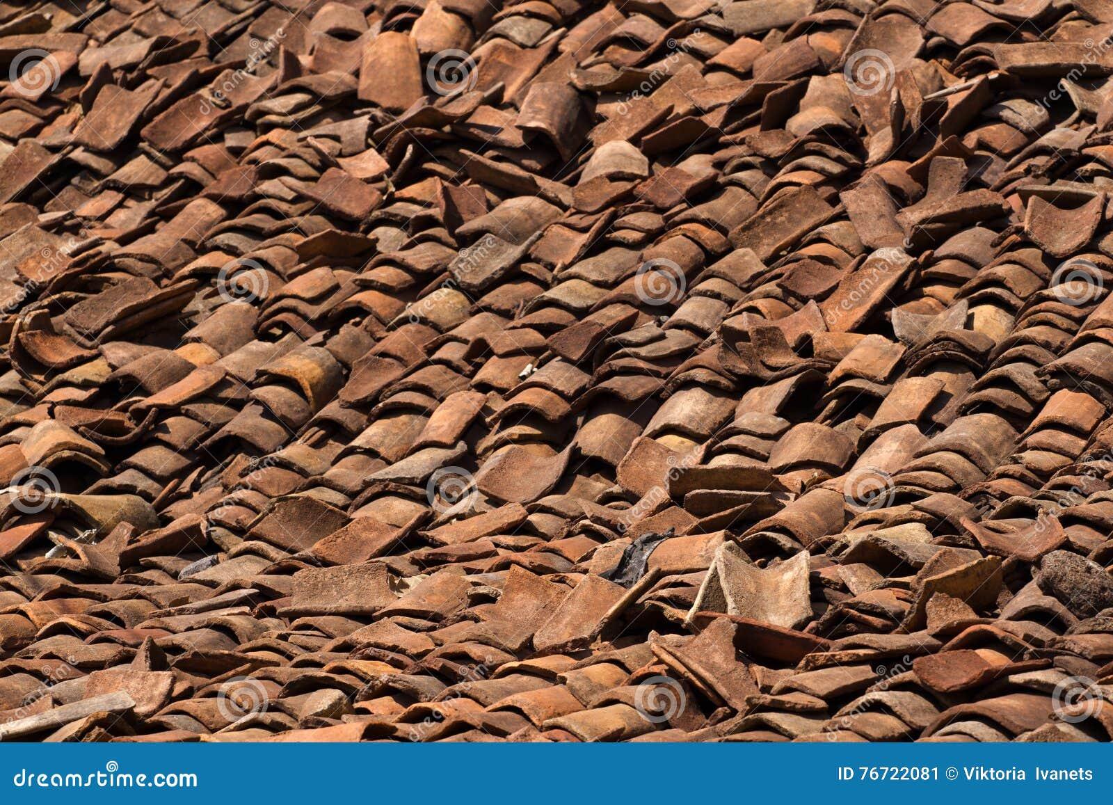 De rode oude tegels van het achtergrondornamentterracotta
