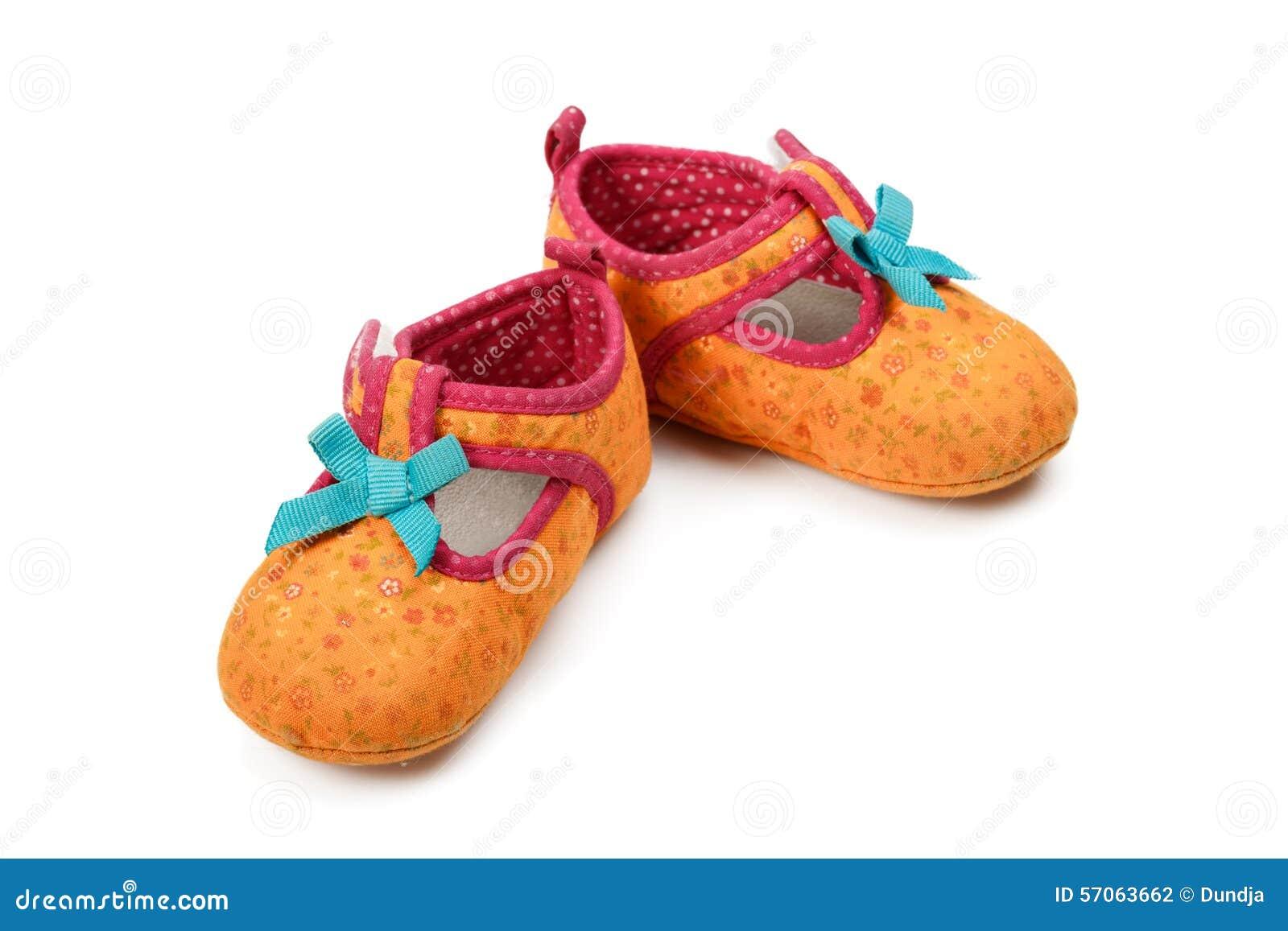 De rode schoenen van het jonge geitje
