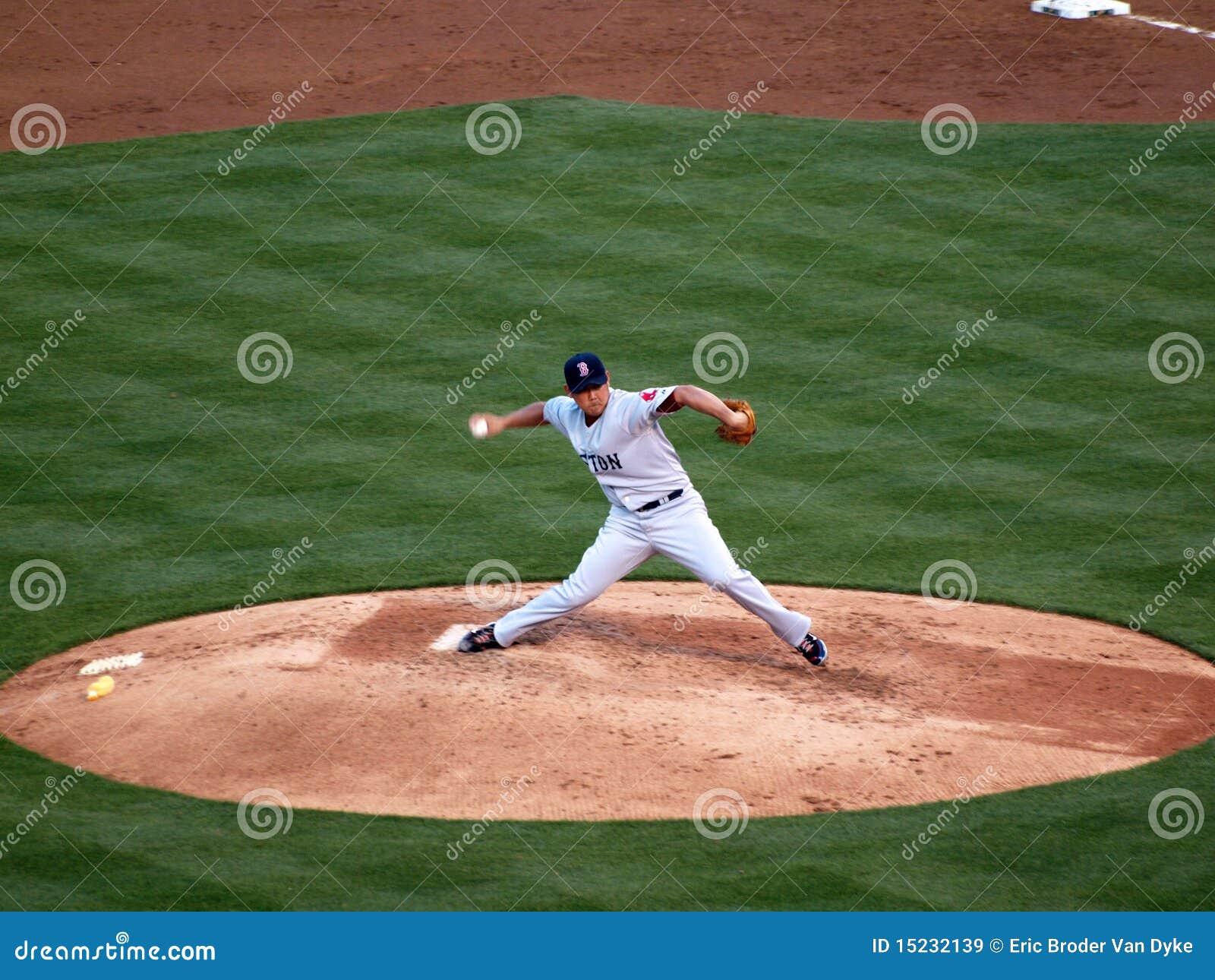 De rode voorwaartse stappen van Sox Daisuke Matsuzaka om te werpen