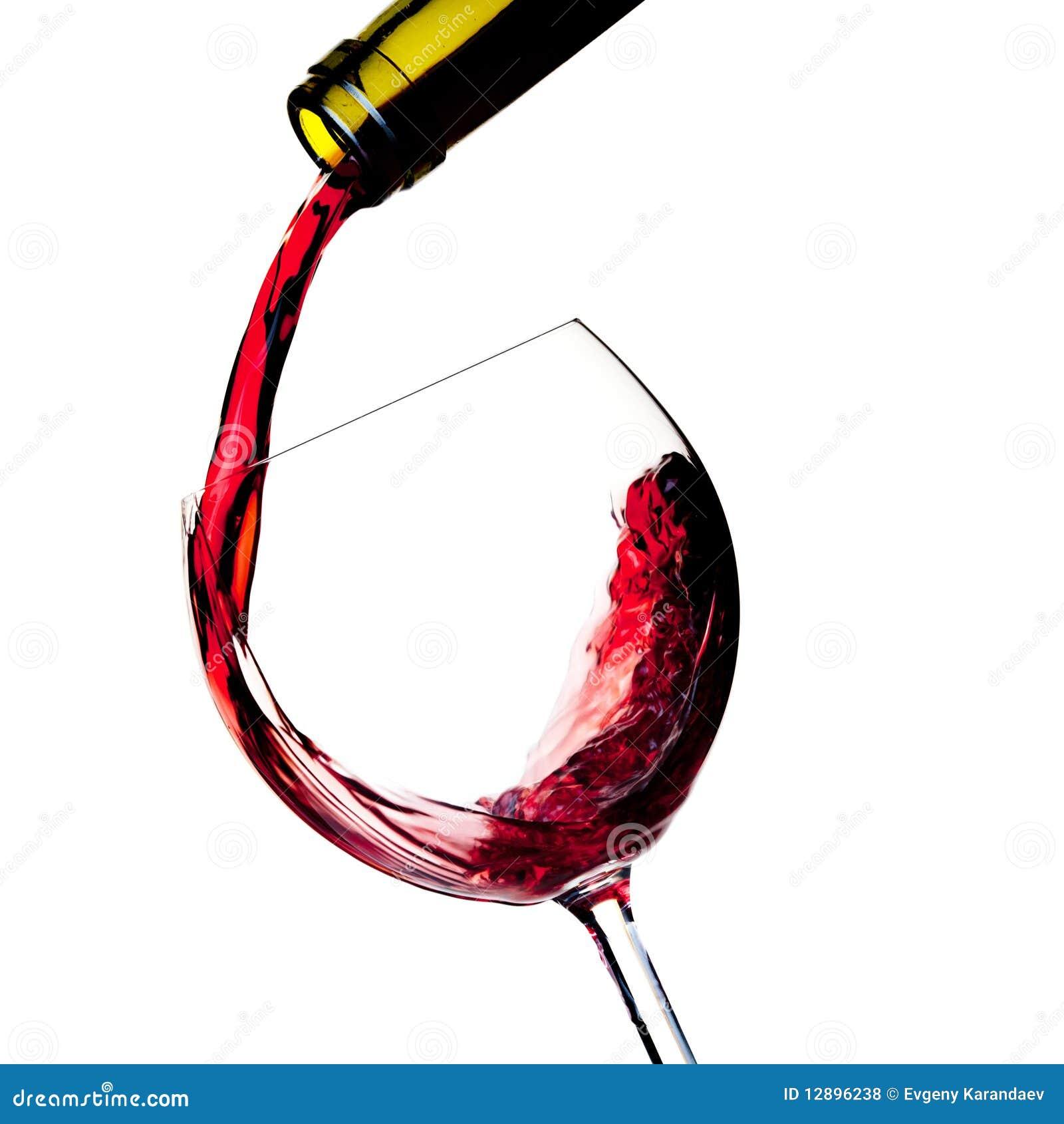 De rode wijn wordt gegoten in een glas
